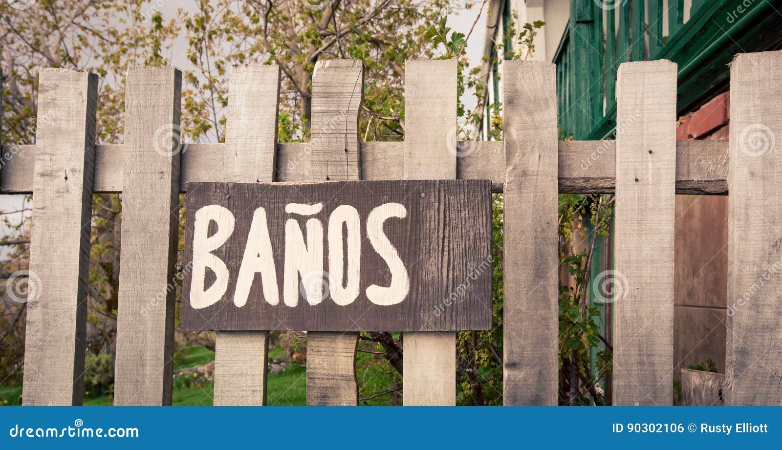 Espagnol En Bois De Connexion De Salle De Bains Photo stock ...
