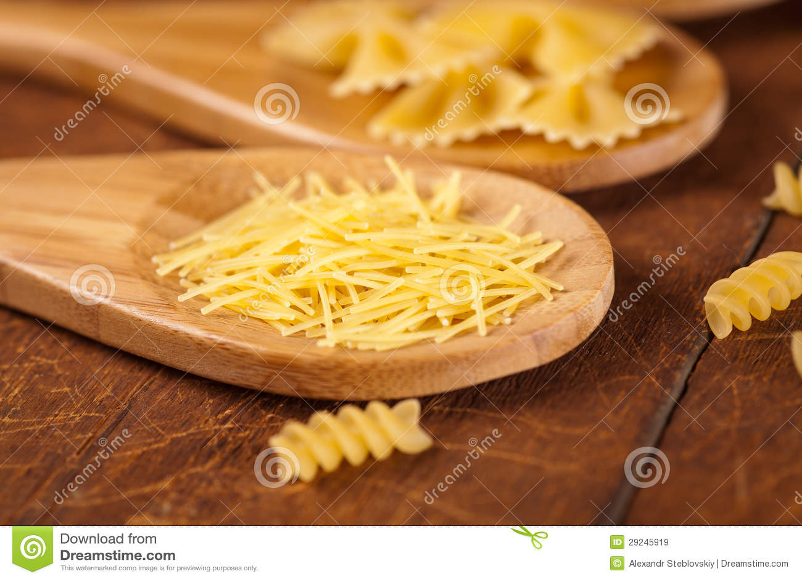 Download Espaguetes imagem de stock. Imagem de colher, espaguete - 29245919