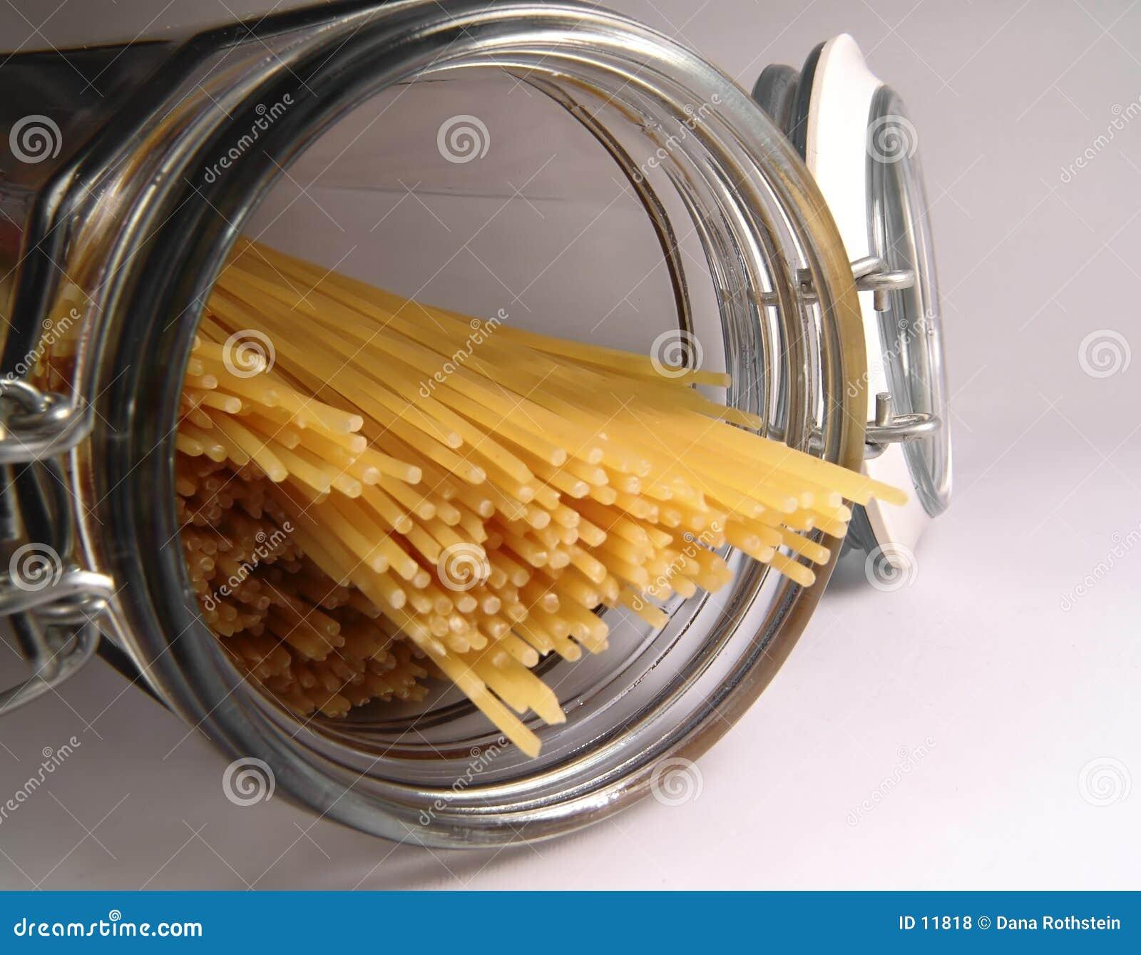 Espagueti adentro en tarro
