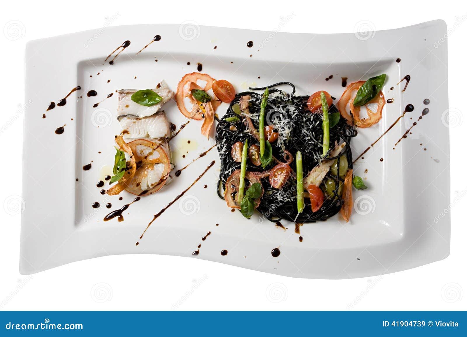Espagueti negro con los mariscos