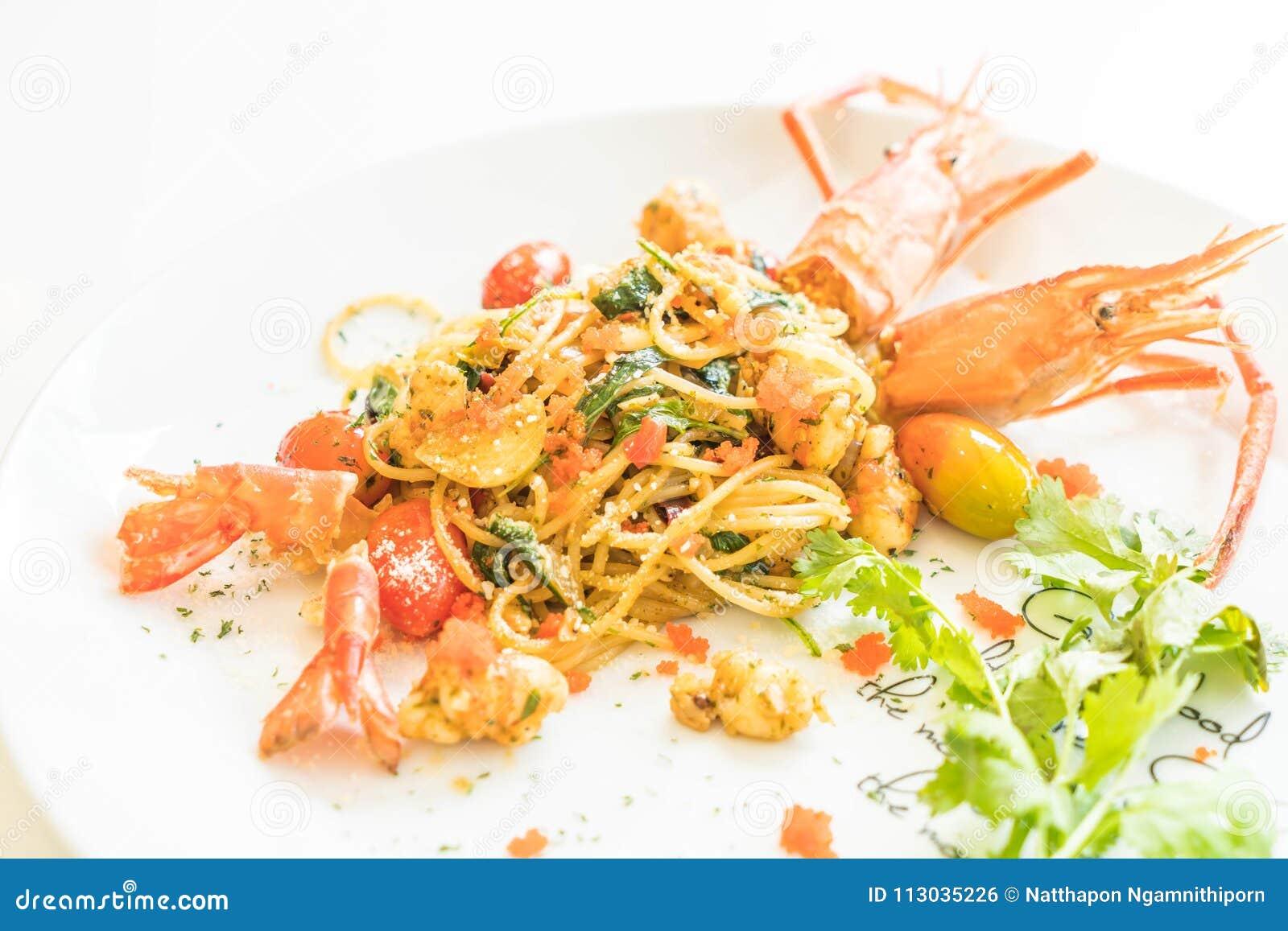 Espaguetis sofritos con el camarón