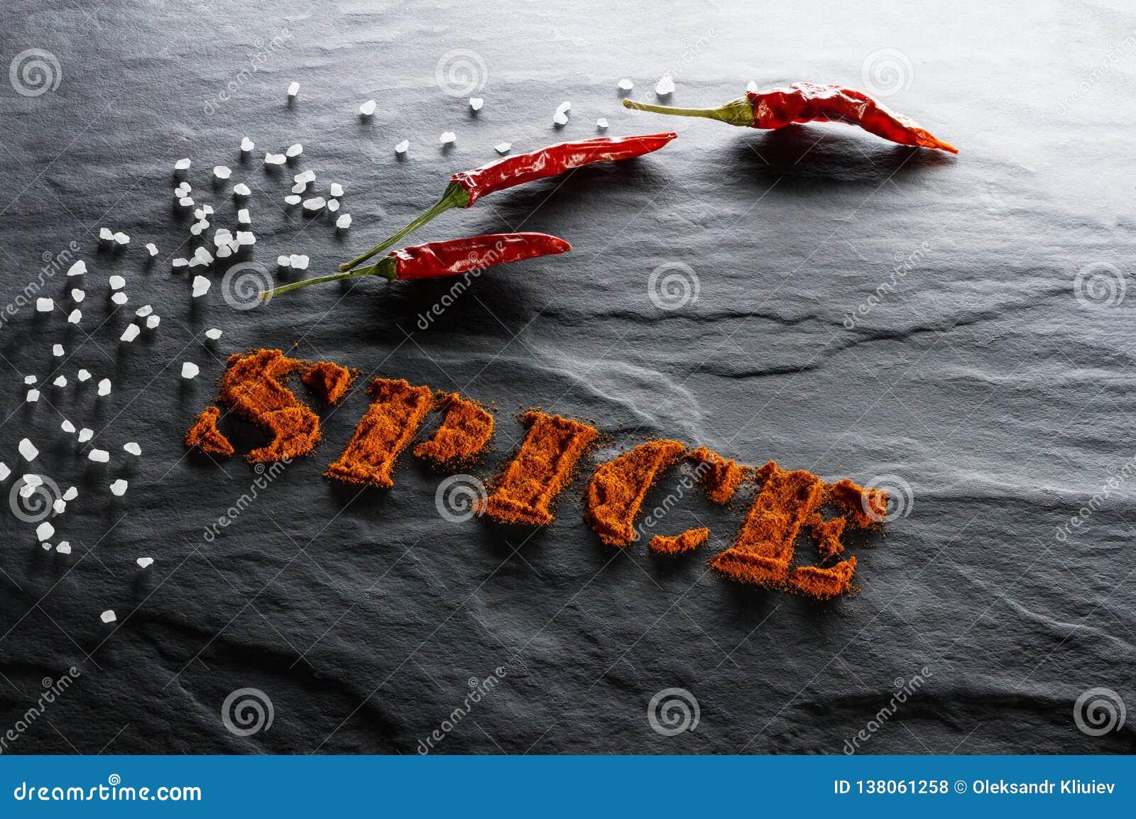 Especia Paprika, pimienta de chiles y cierre de tierra de la sal del mar para arriba