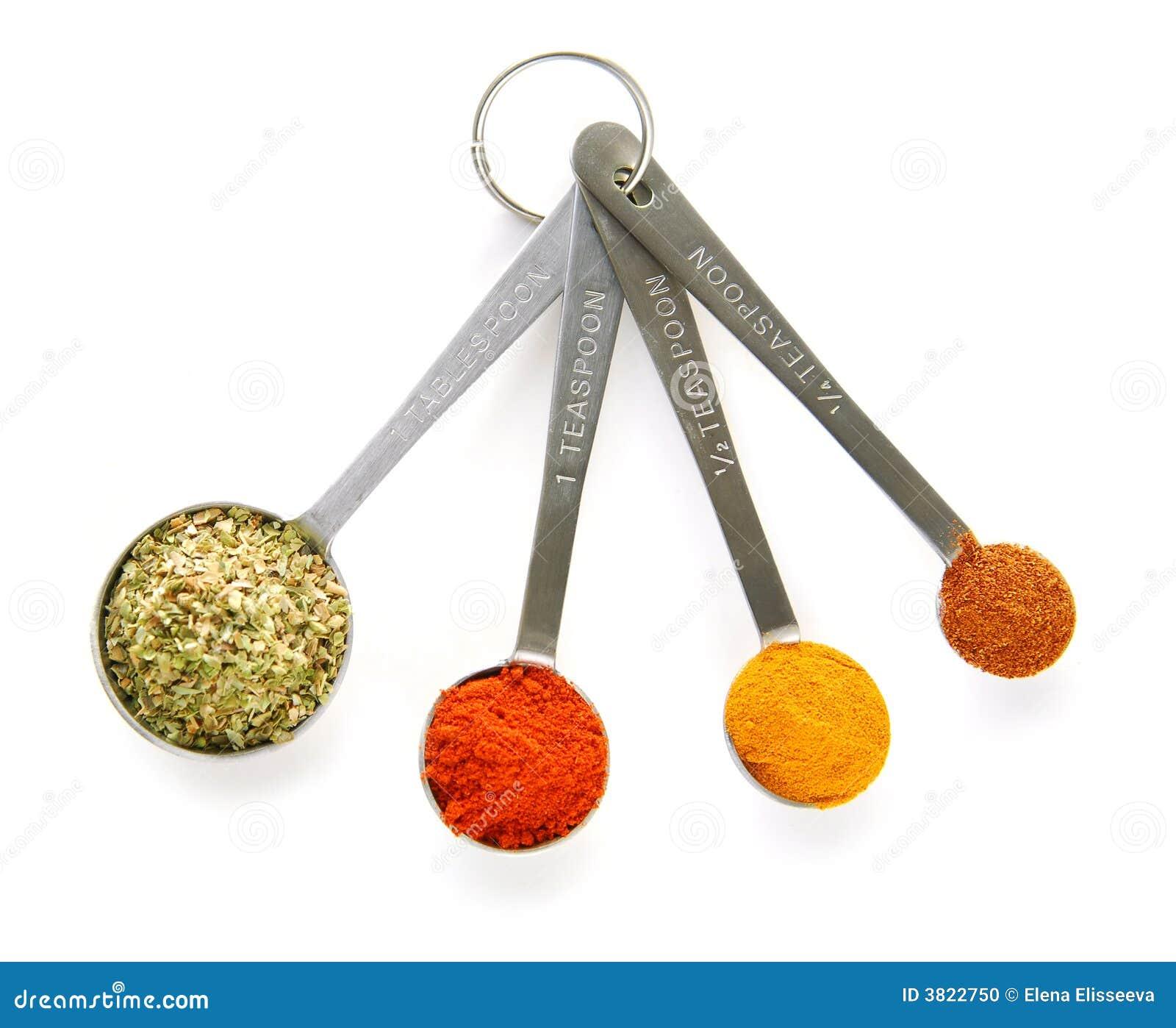 Especiarias em colheres de medição