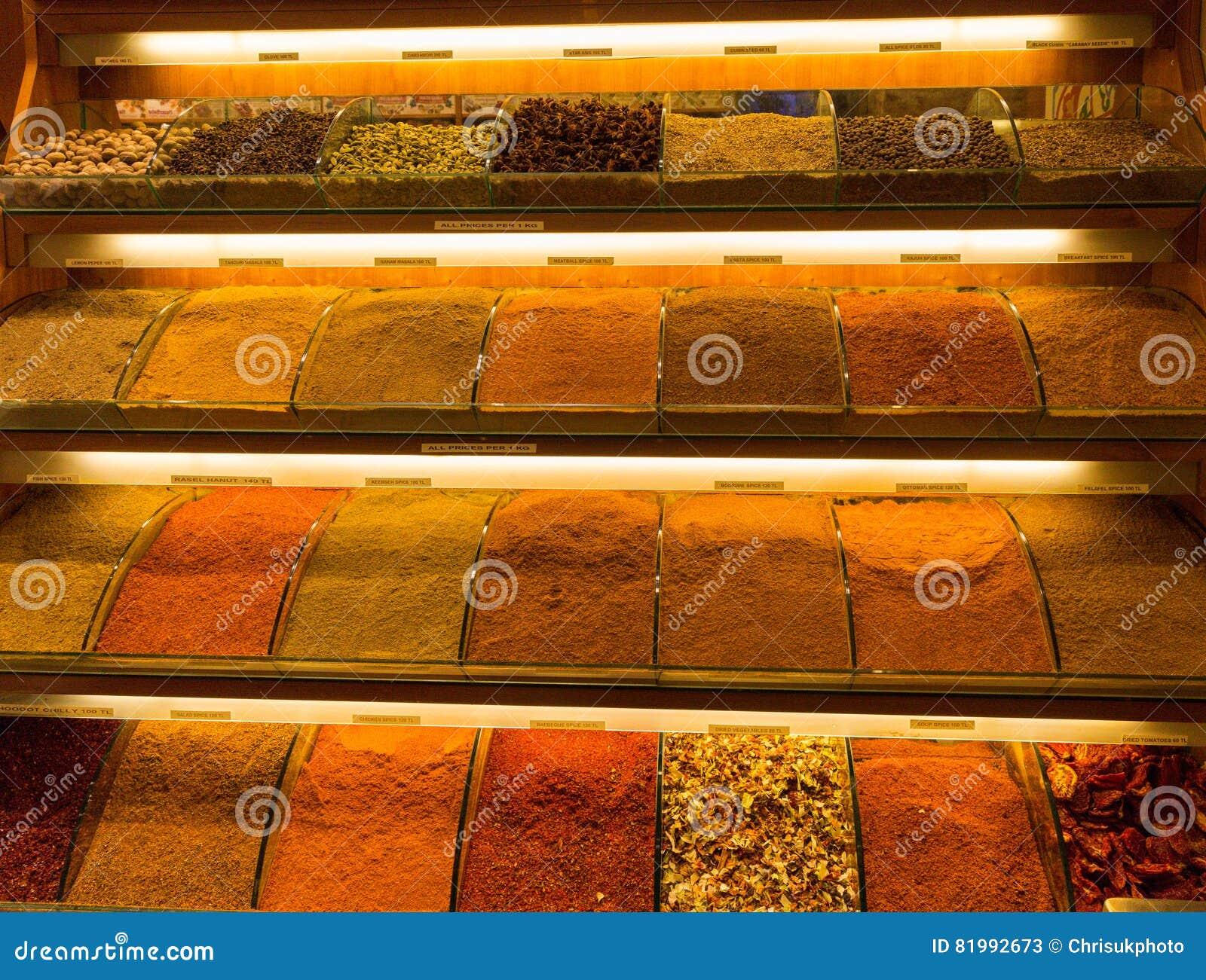 Especias en el mercado en Estambul