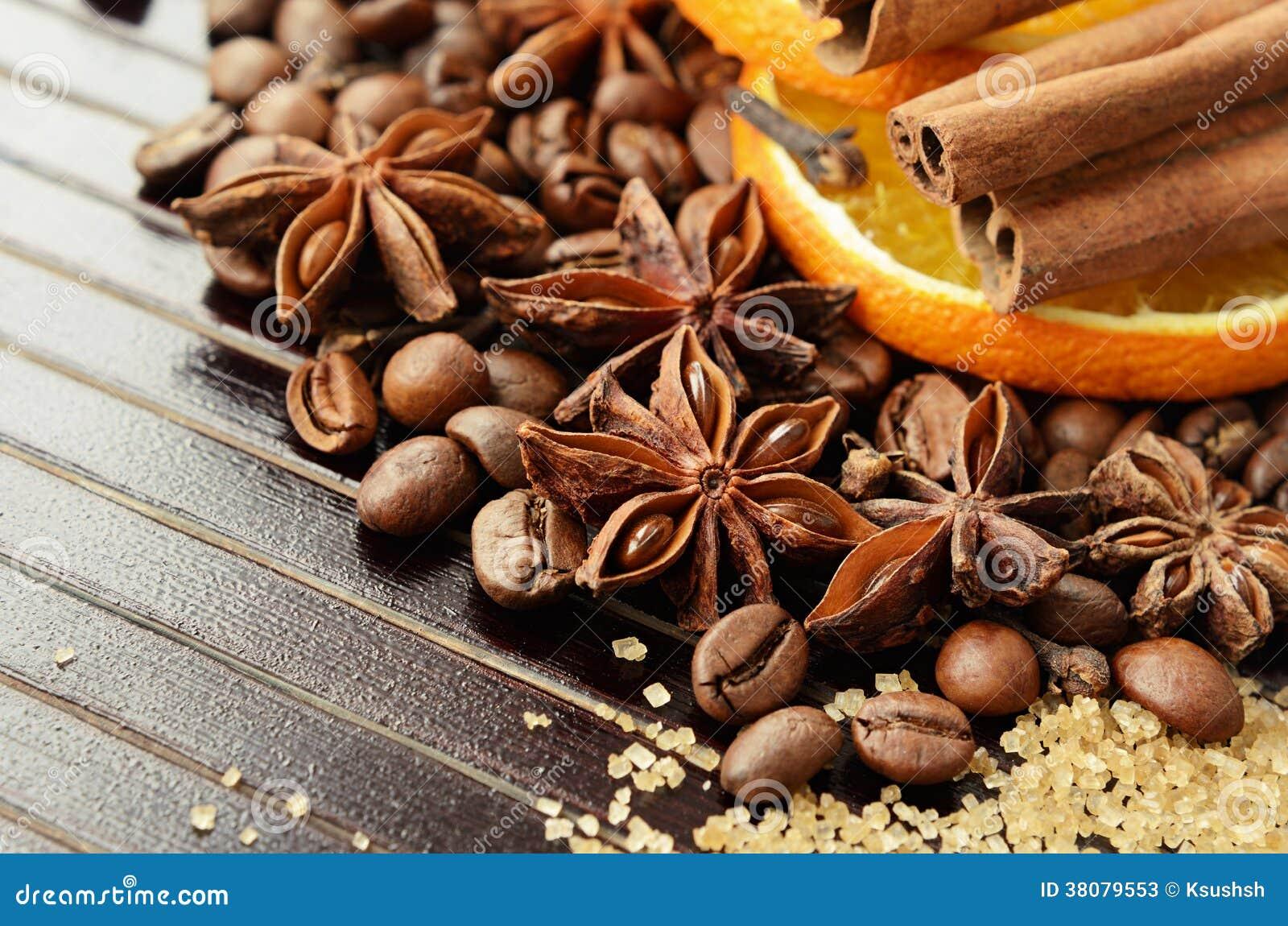 Especias fragantes, café, azúcar anaranjado y de lámina seco