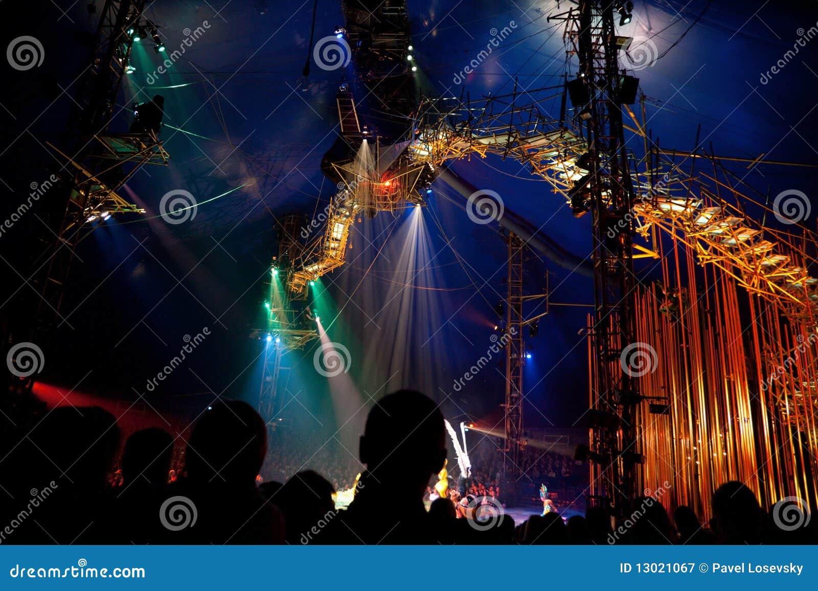 Espectadores en la representación de Cirque du Soleil