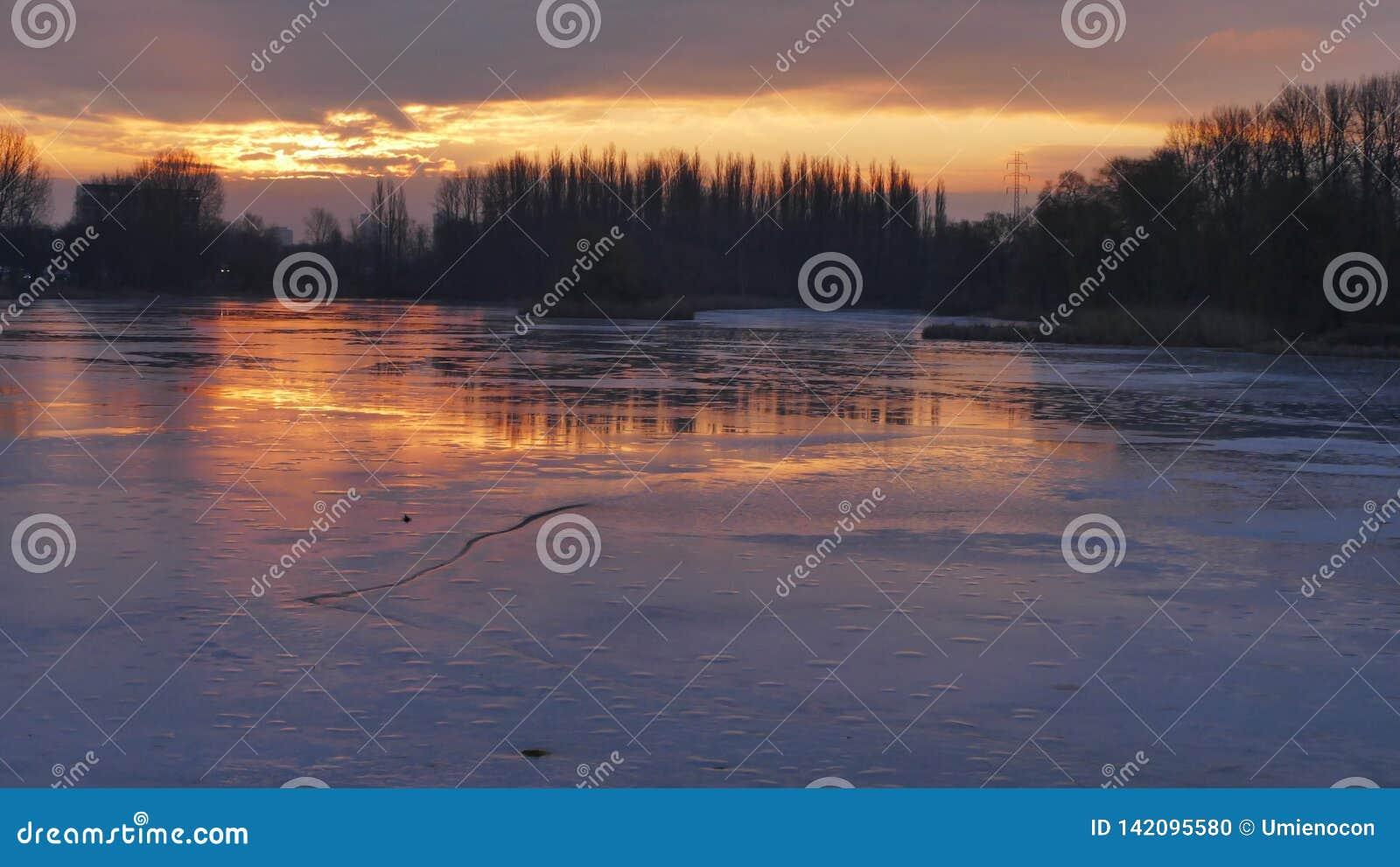 Espejo del hielo del sol