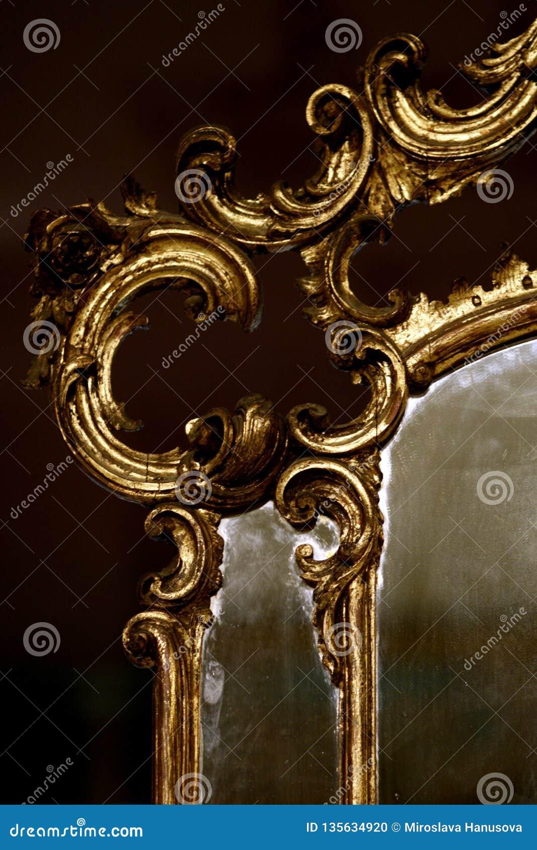 Espelho antigo do ouro