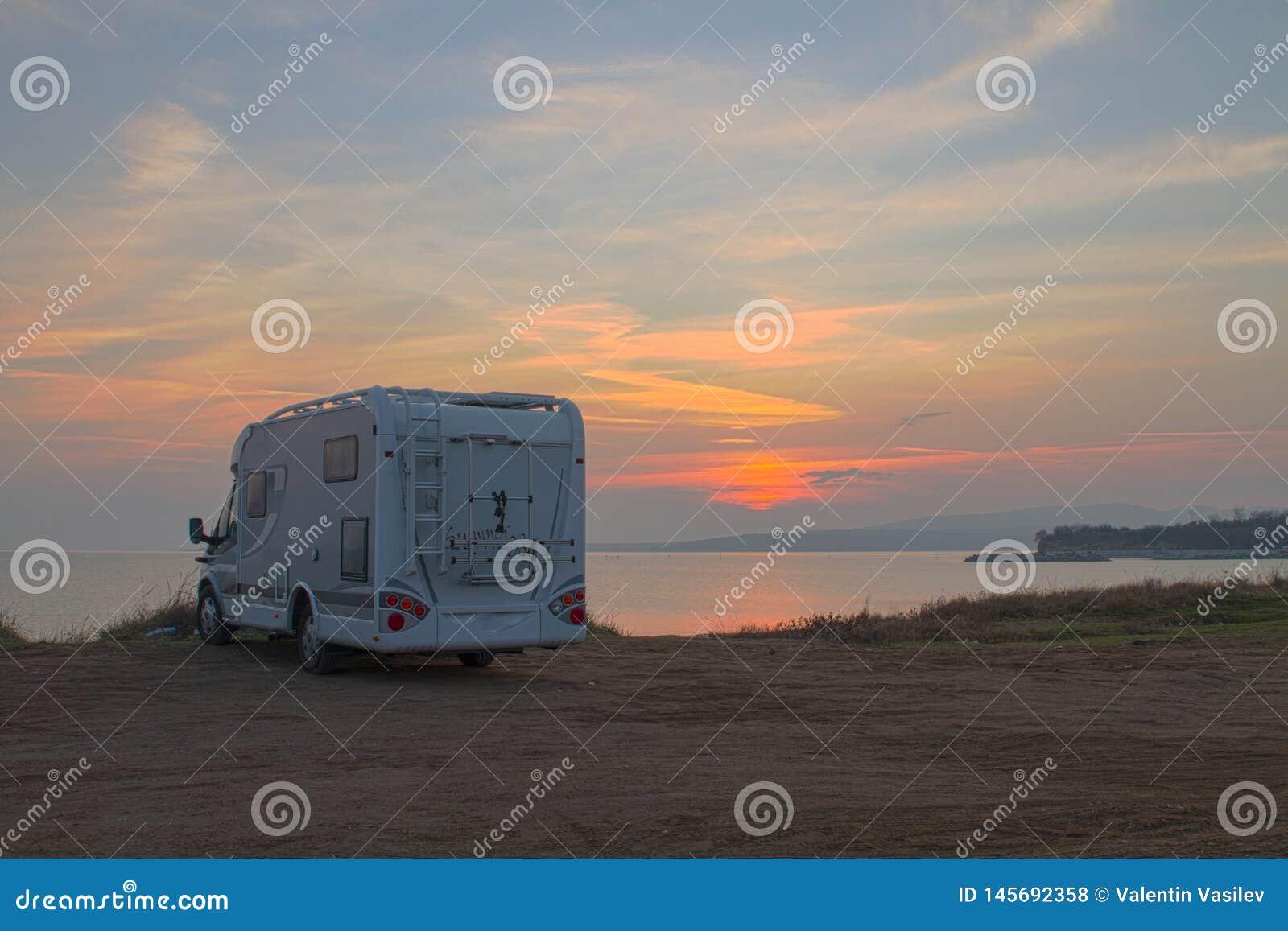 Esperando o nascer do sol