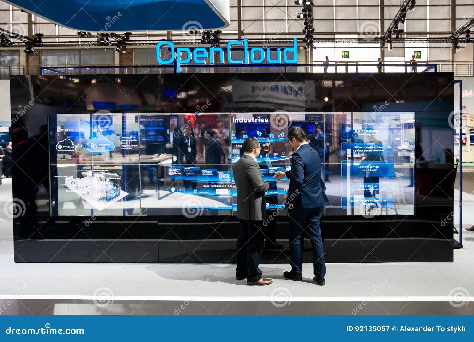 Esperienza aperta della nuvola sul supporto di Huawei sulla mostra CeBIT 2017 a Hannover Messe, Germania