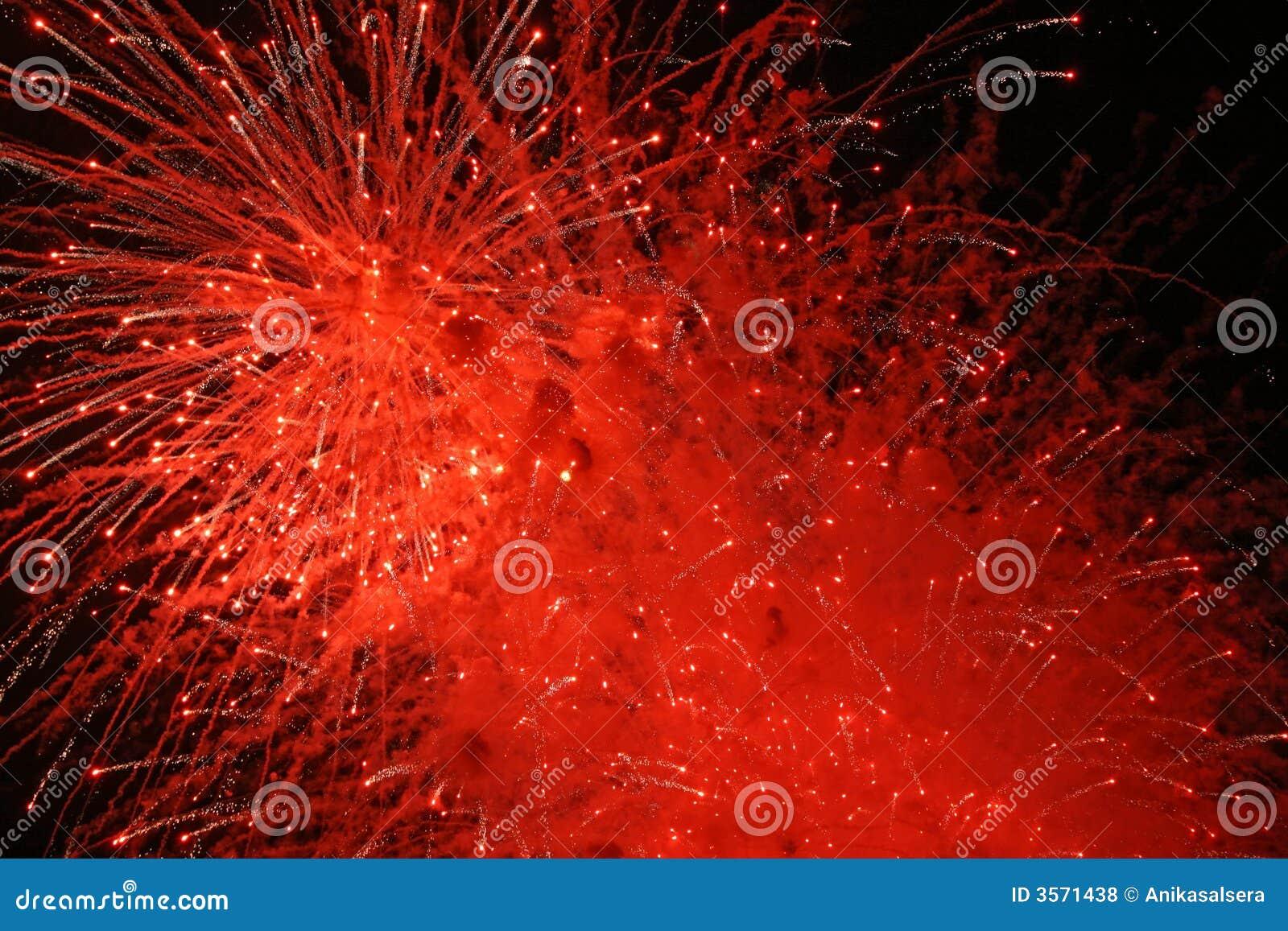 Esplosione rossa dei fuochi d artificio
