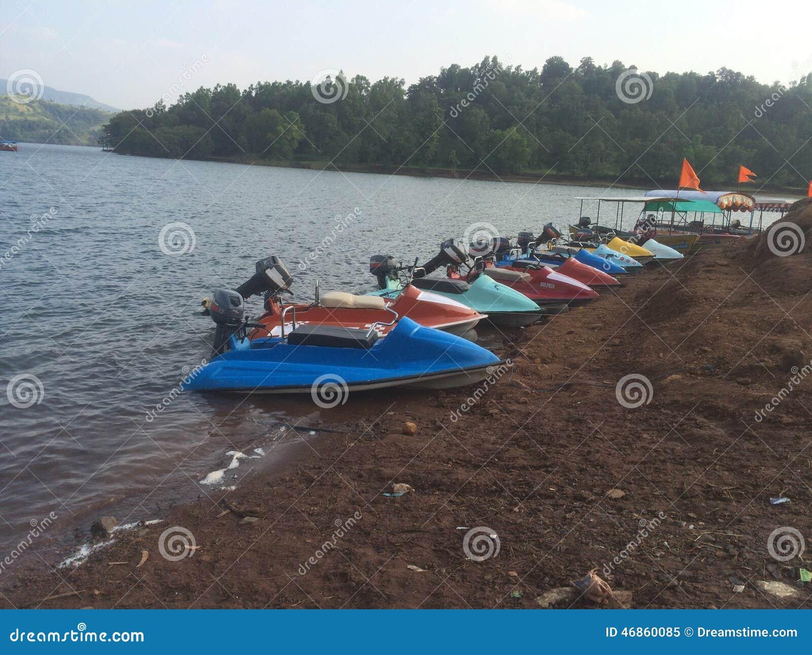 Esporte de barco da água da velocidade