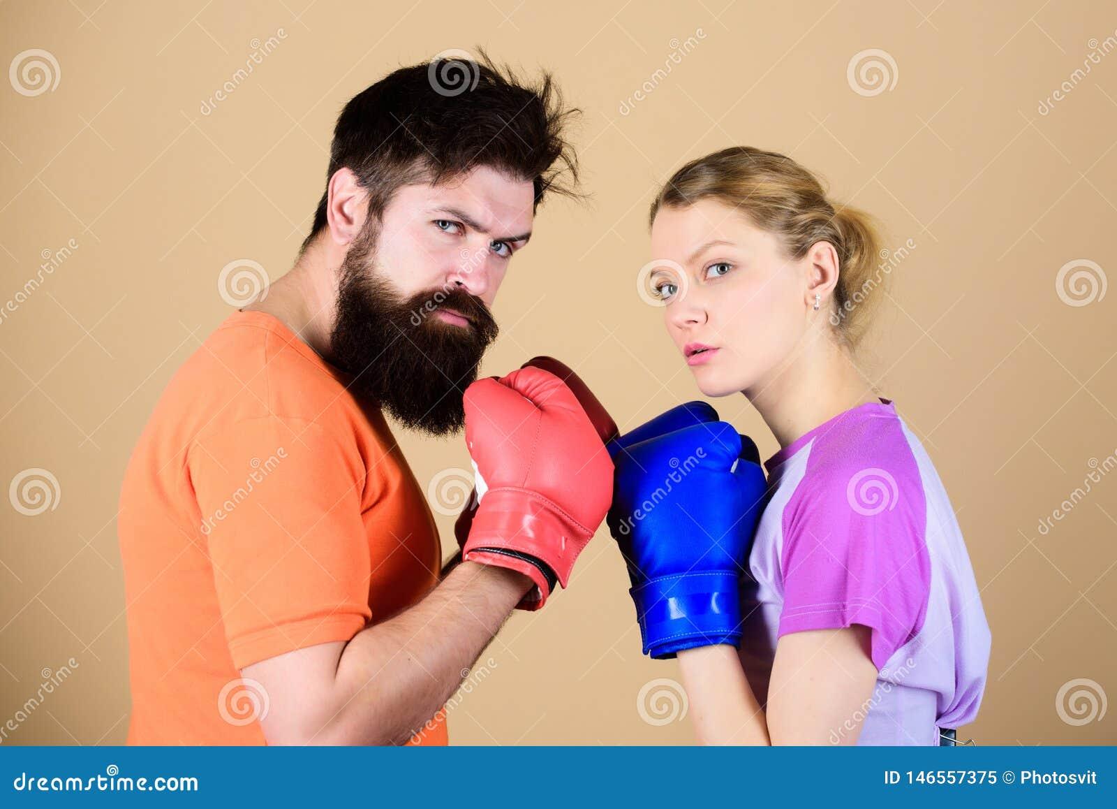 Esporte para todos Clube de encaixotamento amador Possibilidades iguais For?a e poder Homem e mulher em luvas de encaixotamento S