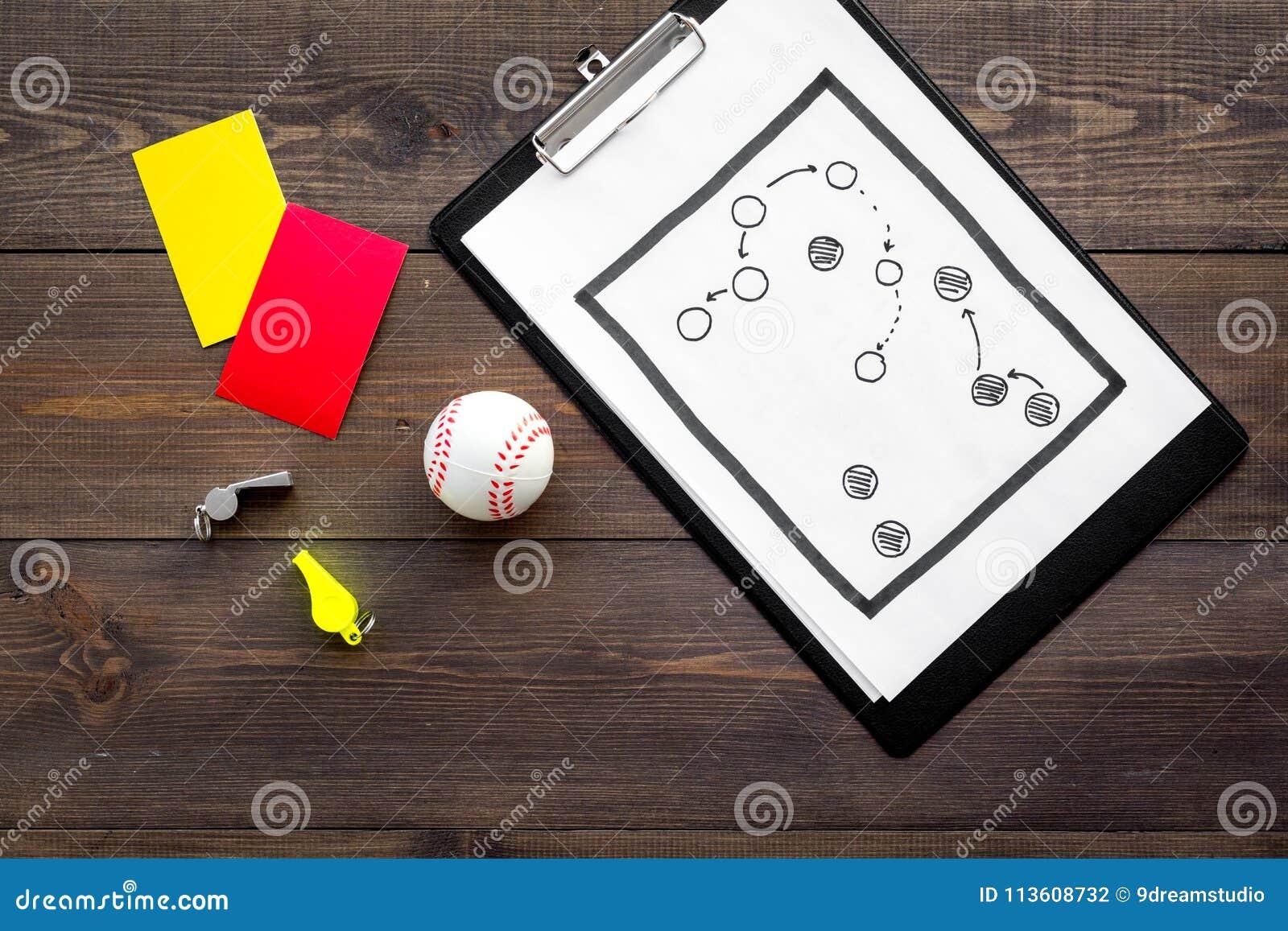 Esporte que julga o conceito Árbitro do basebol Plano da tática para os cartões do jogo, da bola do basebol, os vermelhos e os am
