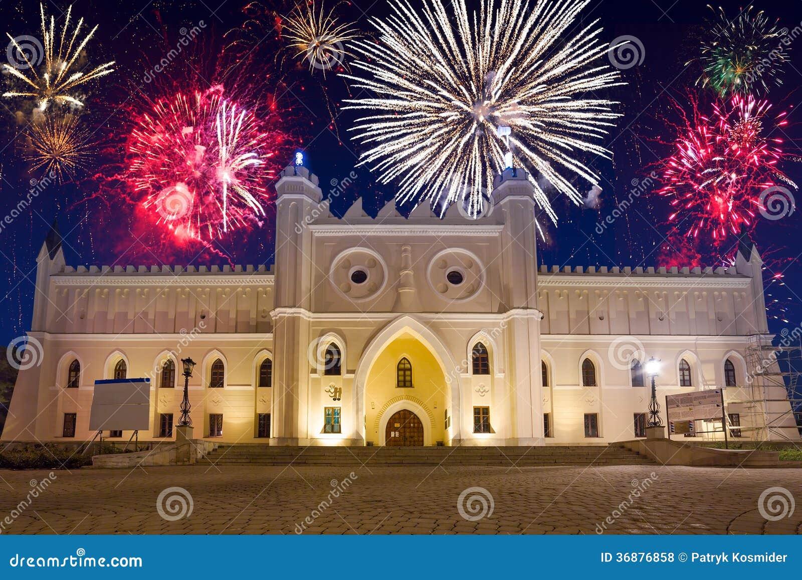 Download Esposizione Del Fuoco D'artificio Sopra Il Castello A Lublino Fotografia Stock - Immagine di festa, esterno: 36876858