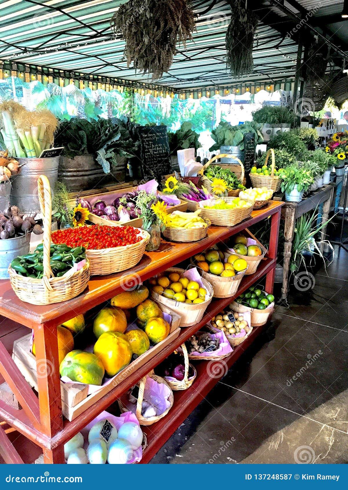 Esposizione della verdura e di Flora Farms Fruit