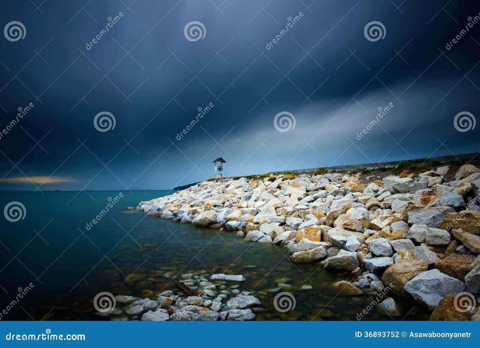 Download Esposizione Lunga Della Spiaggia Della Roccia Fotografia Stock - Immagine di litorale, mistero: 36893752
