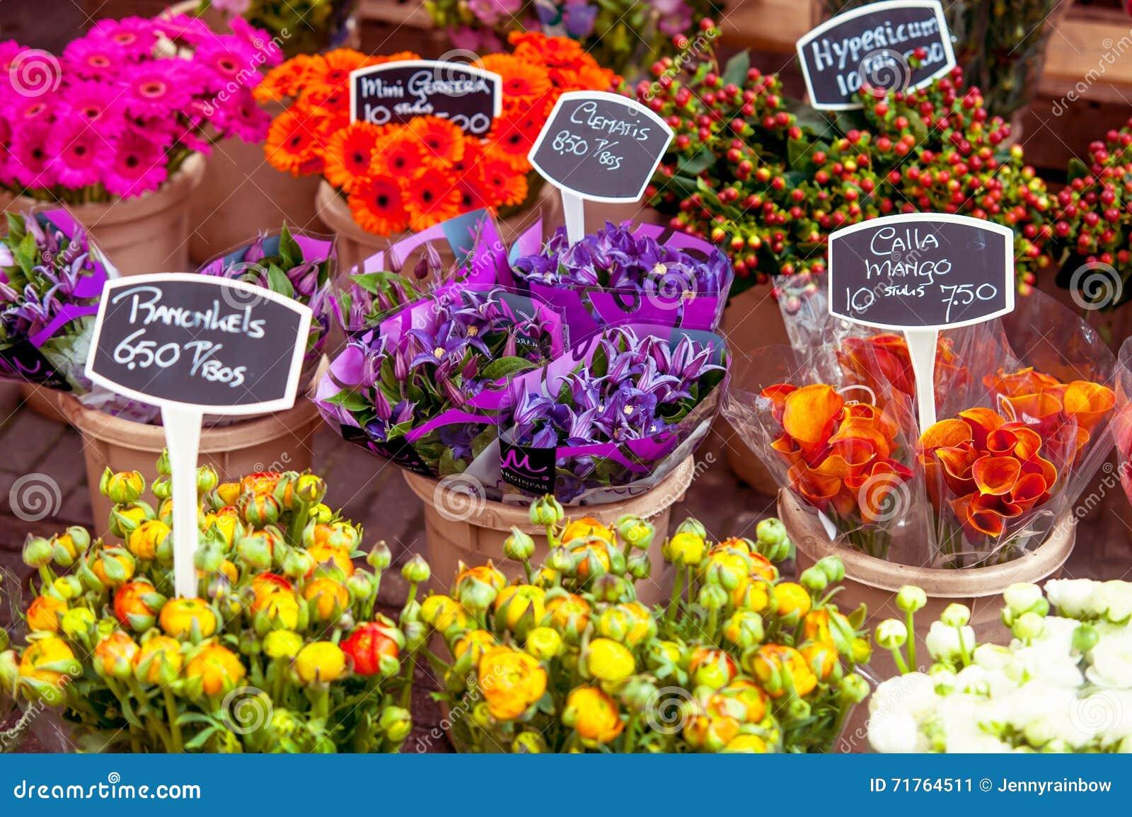 Prezzi Fiori.Esposizione Variopinta Del Mercato Dei Fiori Con I Prezzi Immagine