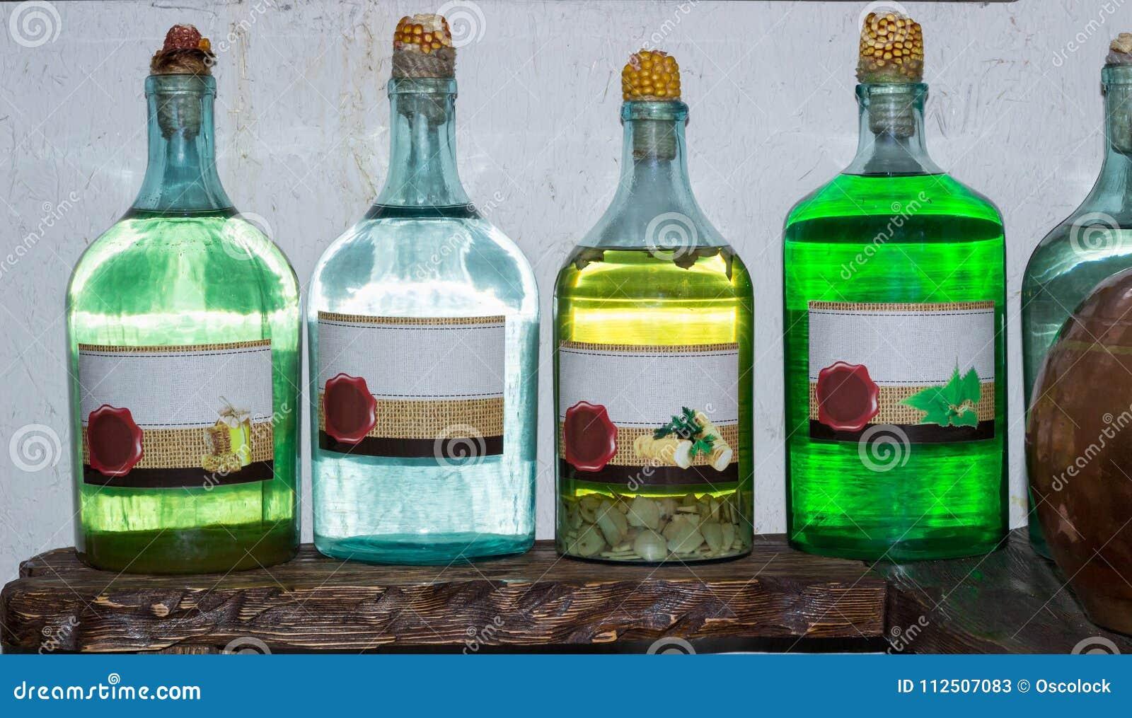 Esprit fait à la maison russe ukrainien de vodka d alcool illégal sur le ki de pays