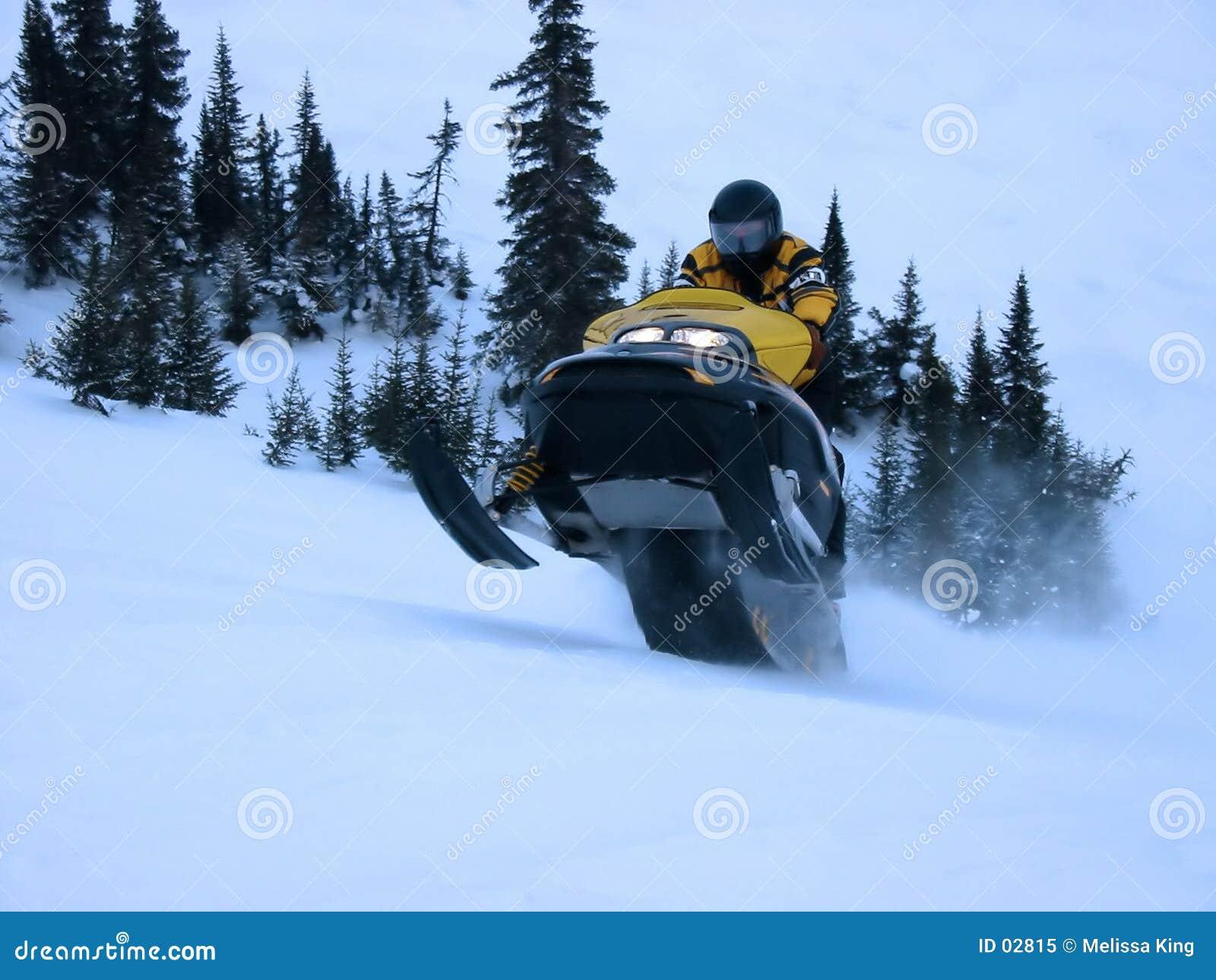 Esqui-Doo que toma o salto