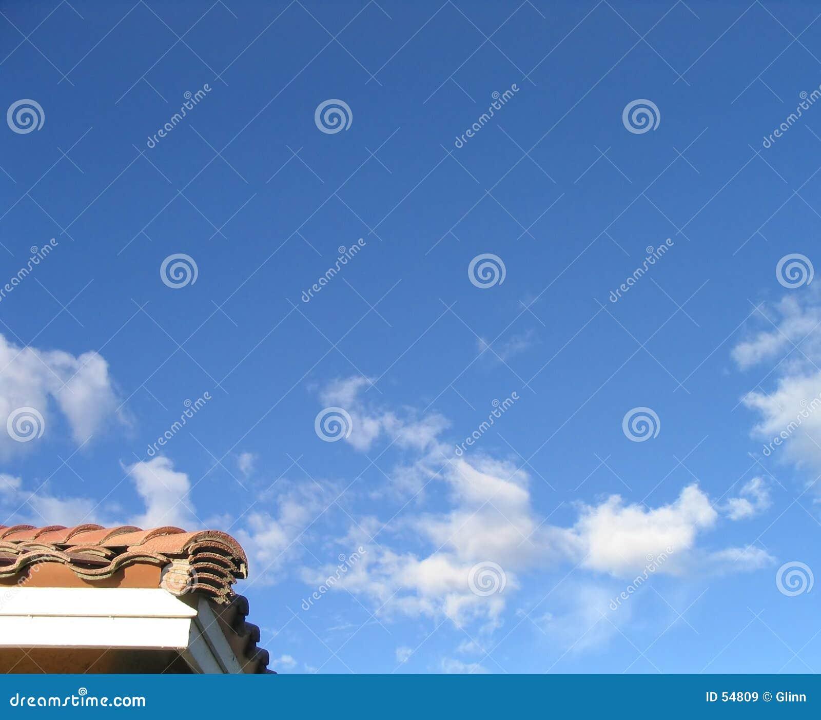 Esquina de las propiedades inmobiliarias y del cielo