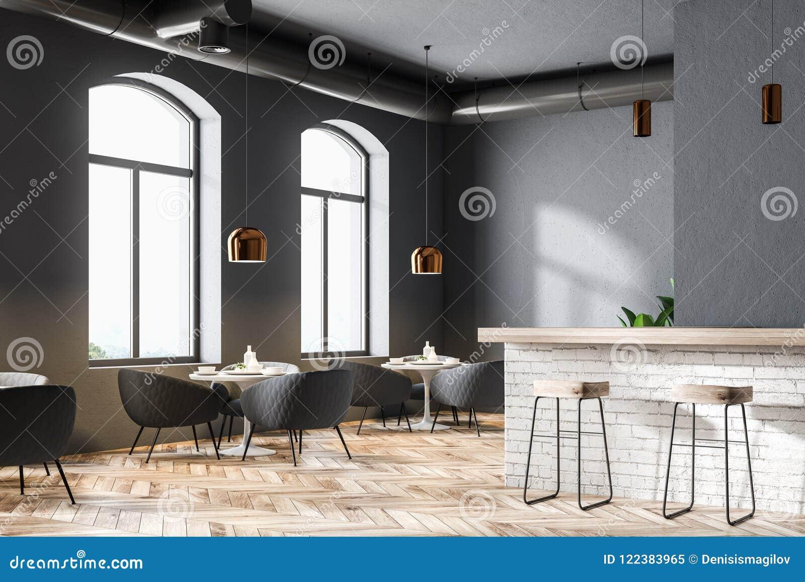02f478e22731 Ciérrese para arriba de un restaurante moderno con las paredes grises, las  ventanas grandes, un piso de madera y las mesas redondas con las butacas  mofa de ...