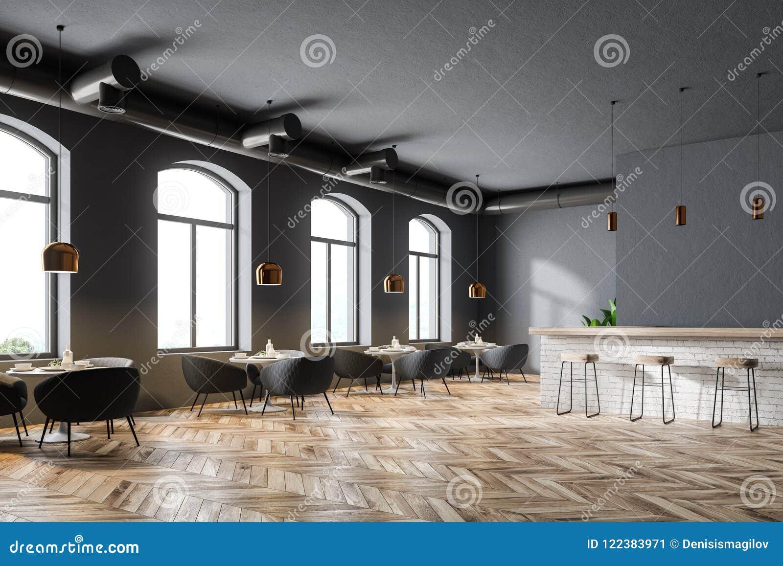 08ed2de1dc04 Esquina de un restaurante moderno con las paredes grises, las ventanas  grandes, un piso de madera y las mesas redondas con las butacas mofa de la  ...