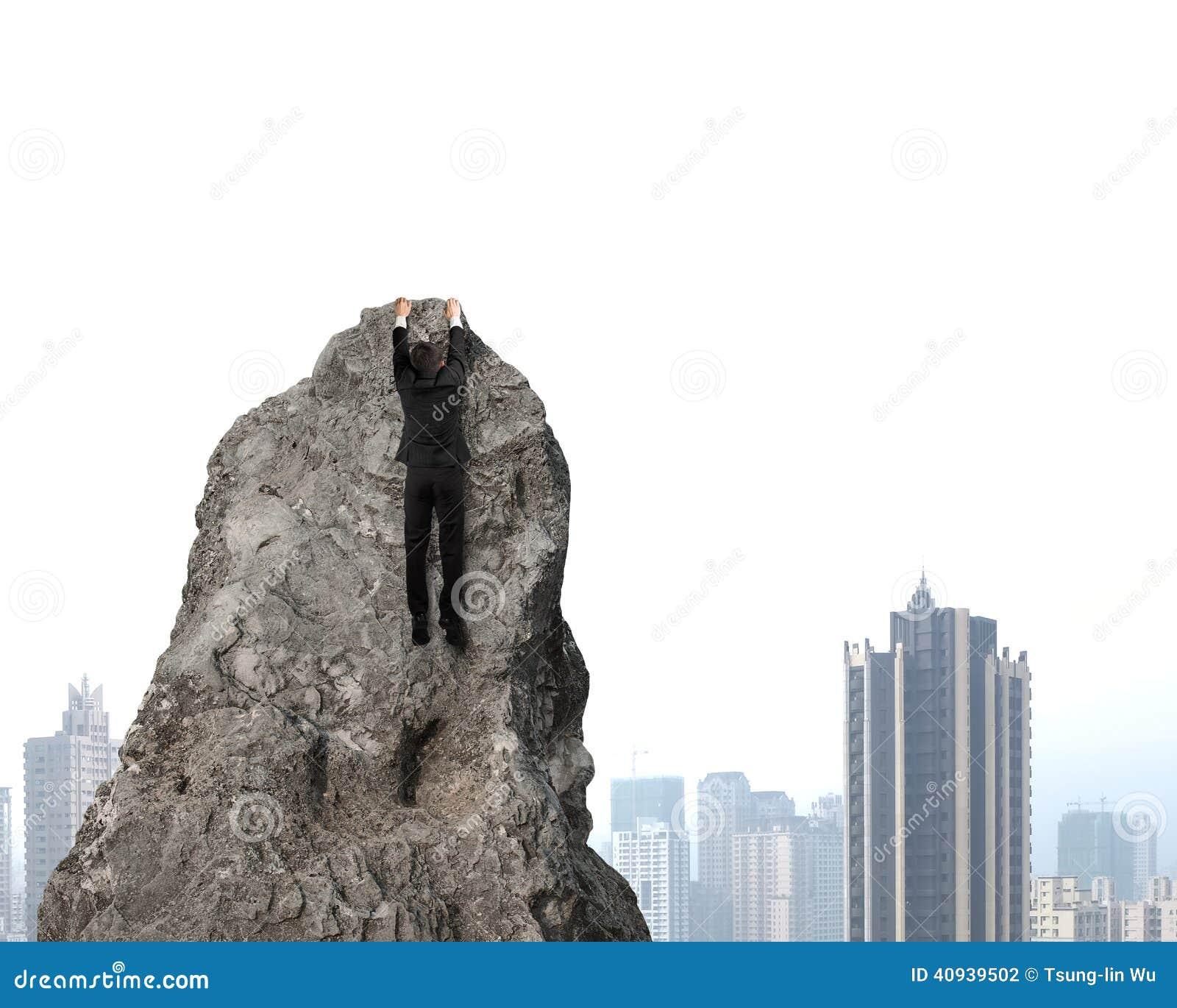 Essai de s élever sur la colline rocheuse