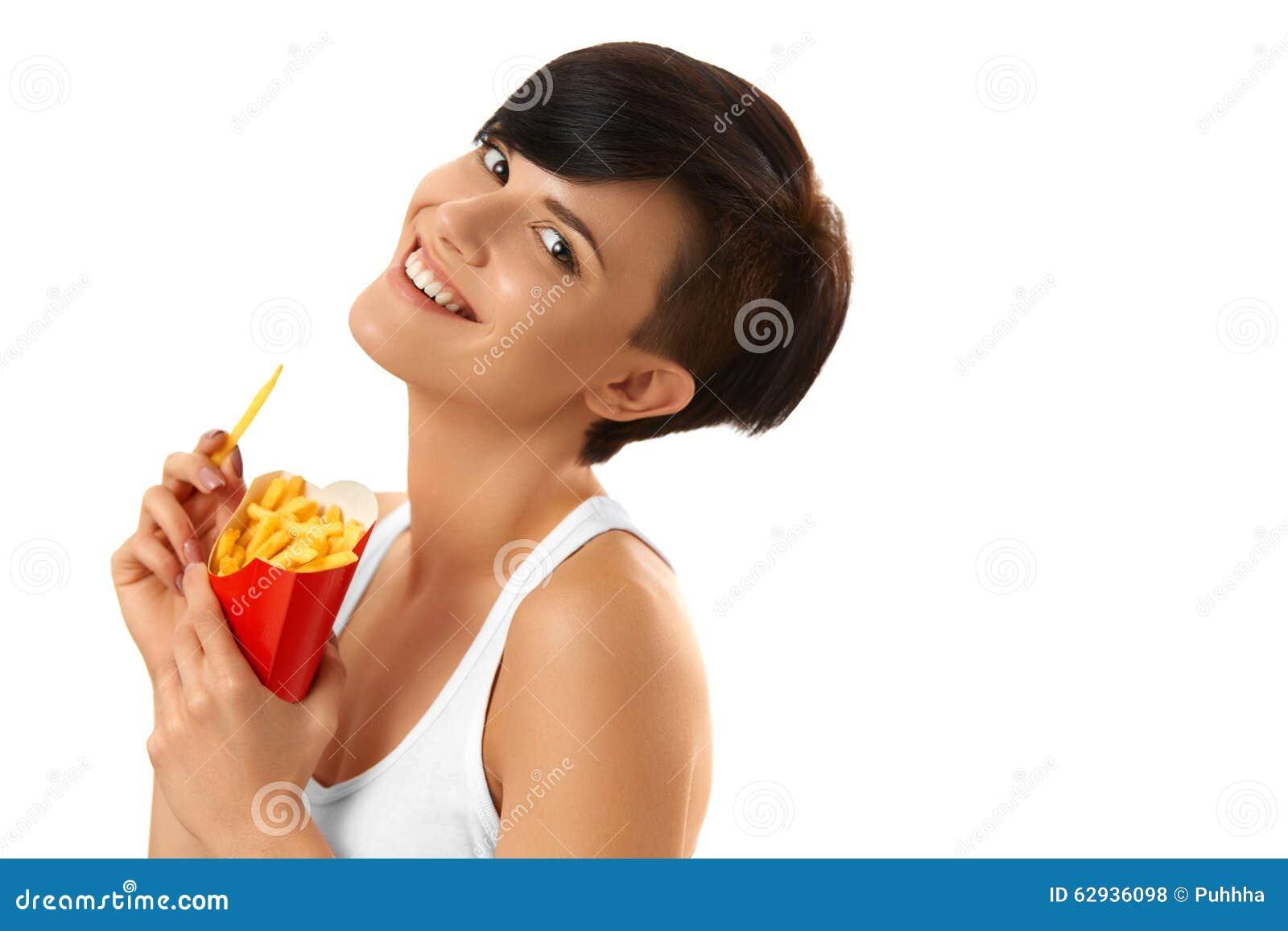 Essen der Nahrung Frau, die Pommes-Frites hält Weißer Hintergrund schnell