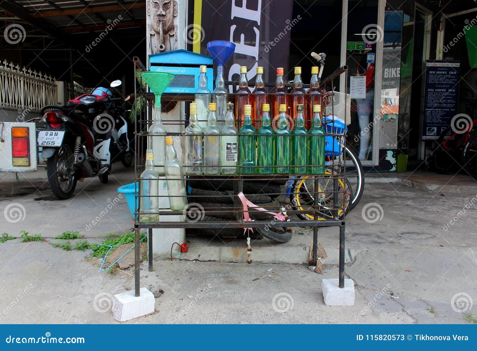 Essence se vendant dans des bouteilles