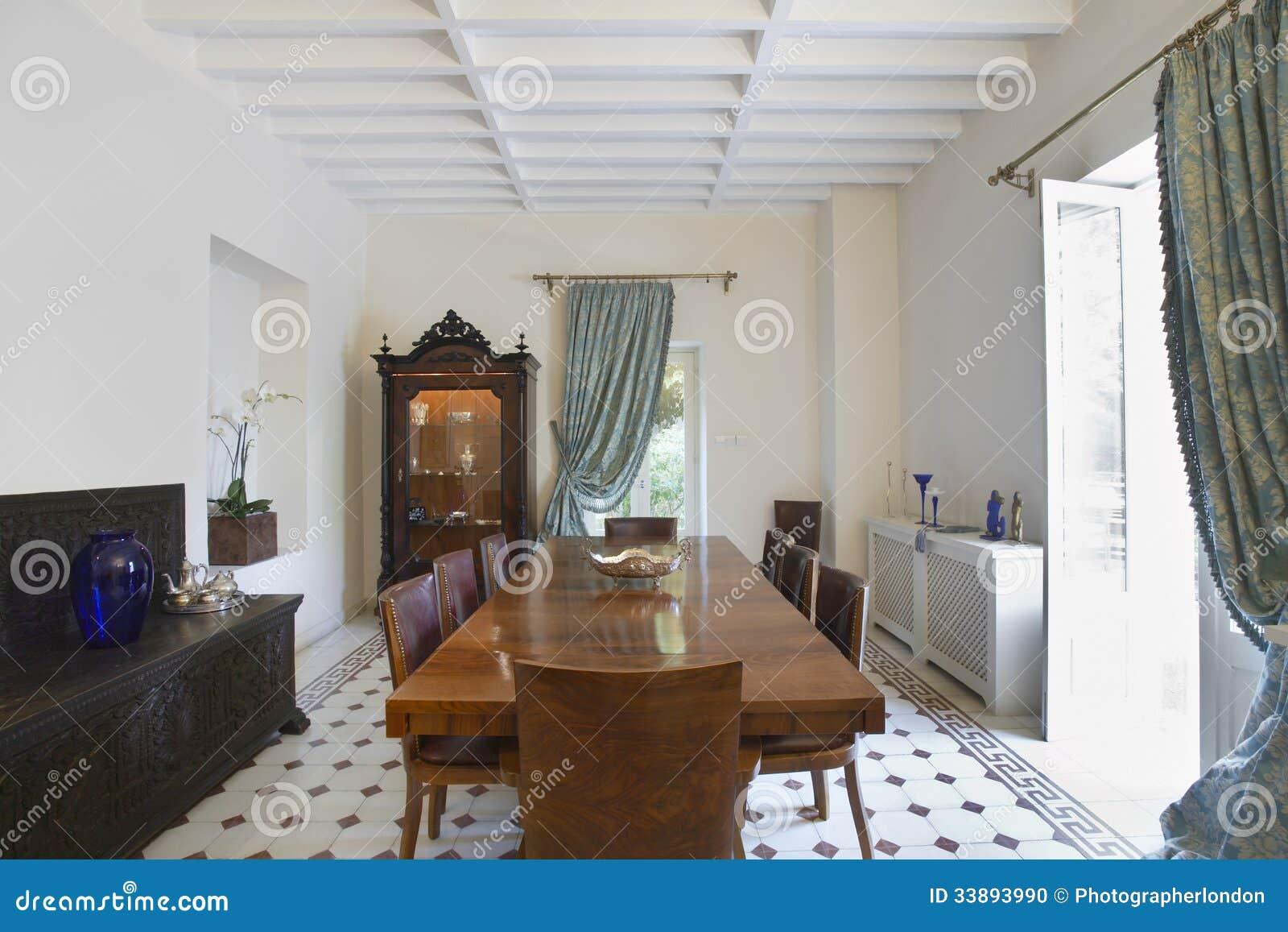 Esszimmer Des Kolonialstil Hauses Stockfoto Bild Von Inside Mobel