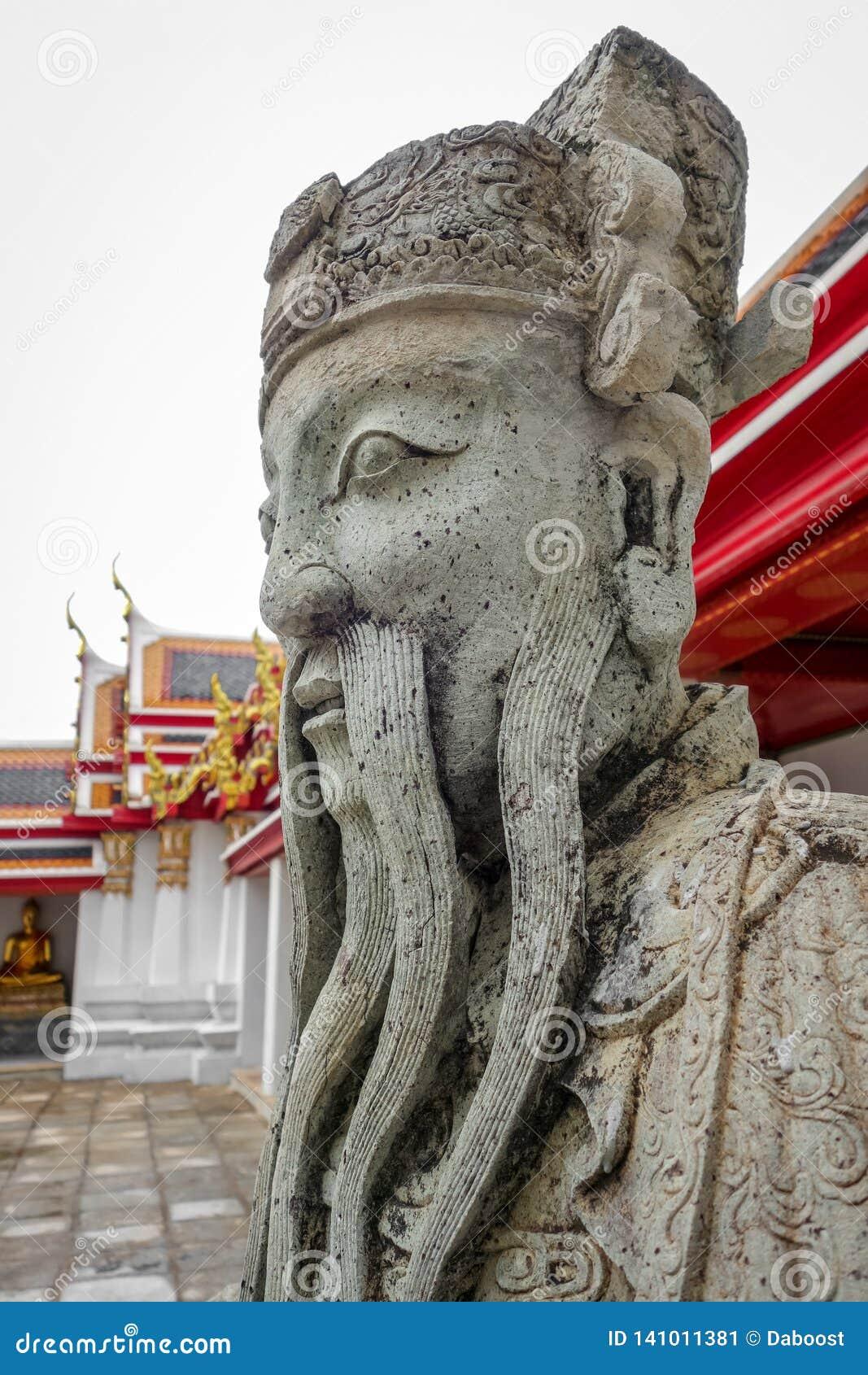 Estátua chinesa do protetor em Wat Pho, Banguecoque, Tailândia