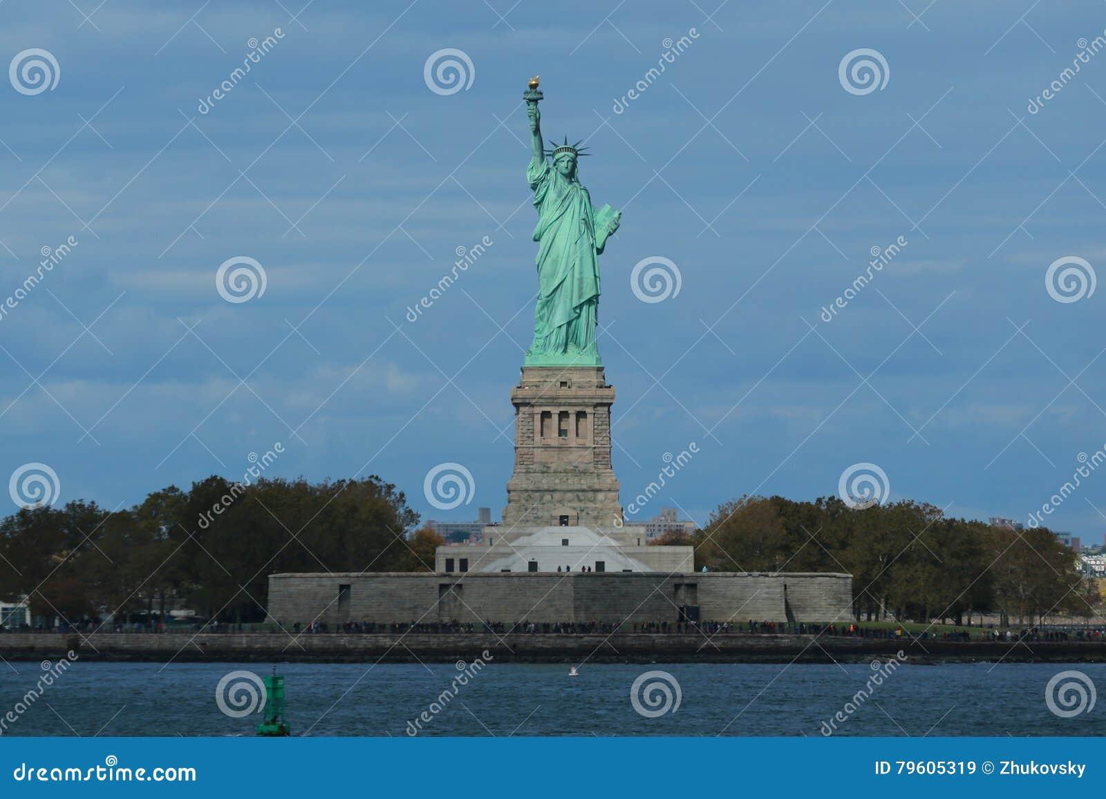 A estátua da liberdade no porto de New York