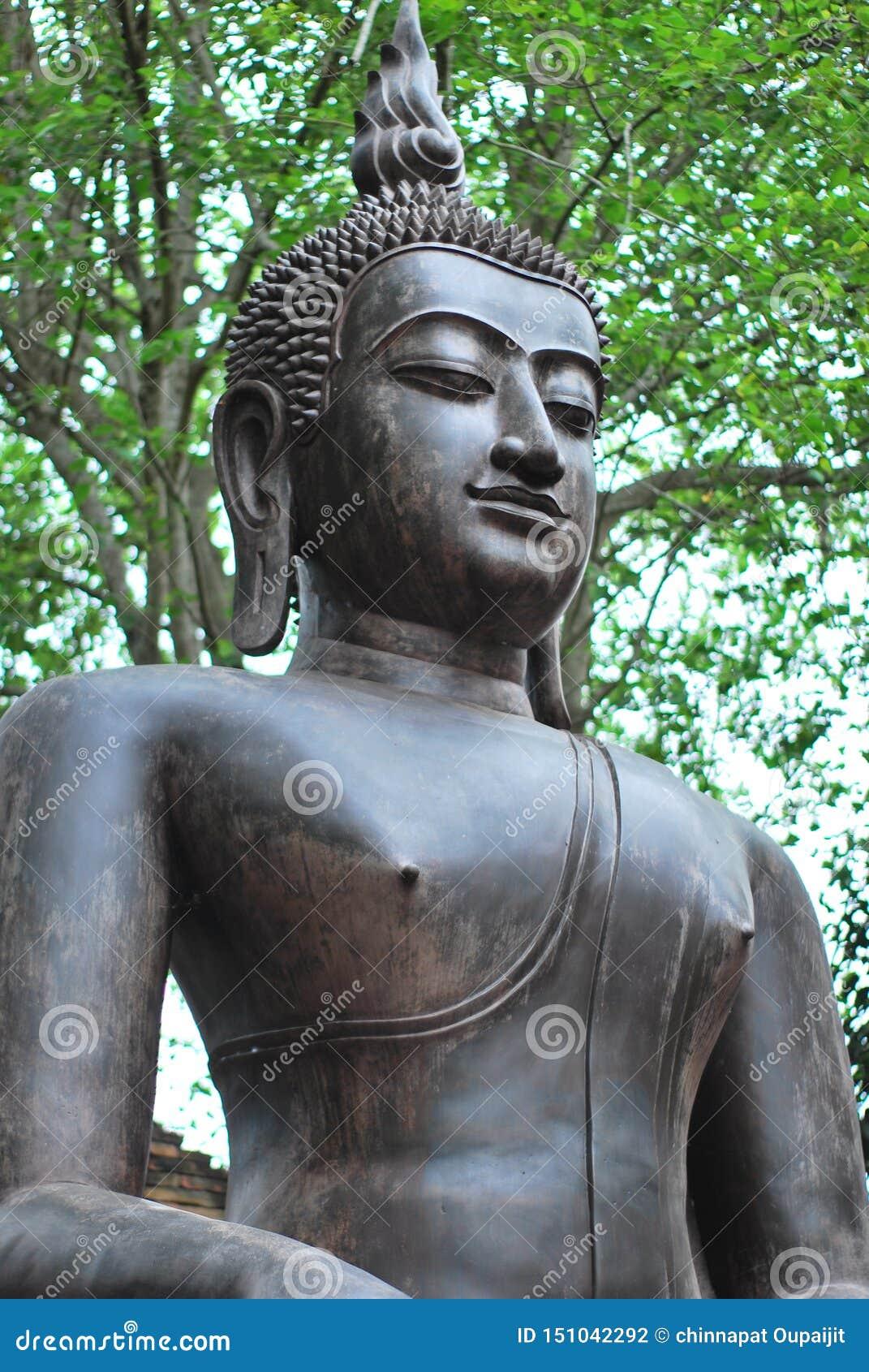 A estátua de bronze antiga da Buda foi criada pela opinião no budismo que existiu desde épocas antigas ao presente