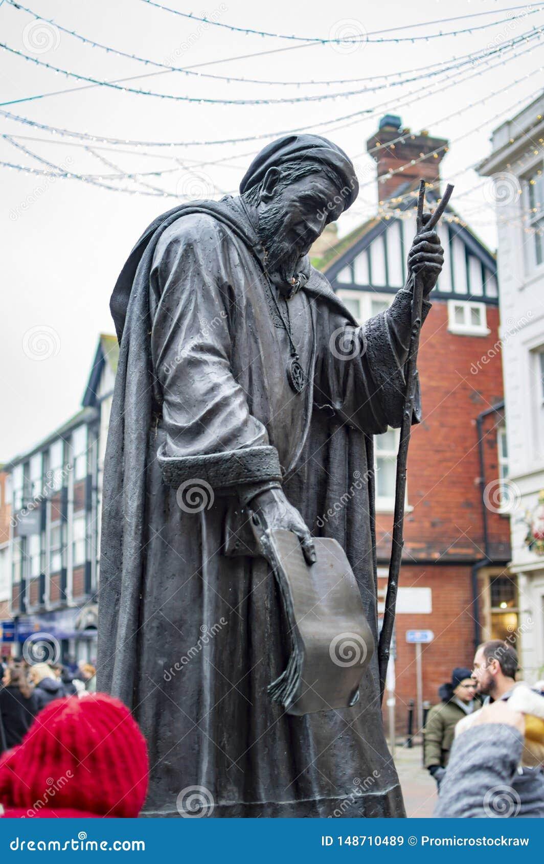Est?tua de bronze de Geoffrey Chaucer na cidade de canterbury do Condado de Kent no Reino Unido