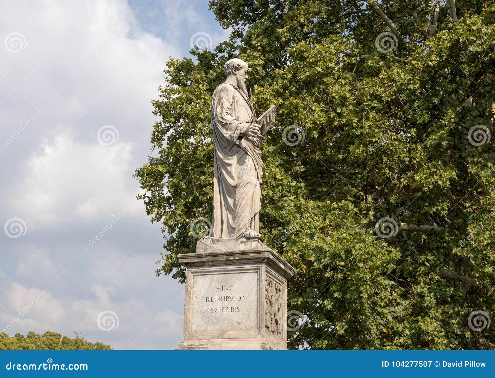 Estátua de mármore de Saint Paul o ` Angelo de Ponte Sant