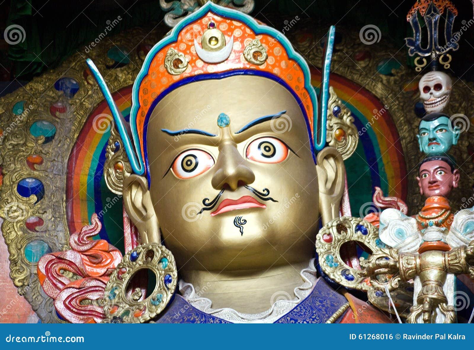 Estátua de Padmasambhava no monastério de Hemis, Leh-Ladakh, Índia
