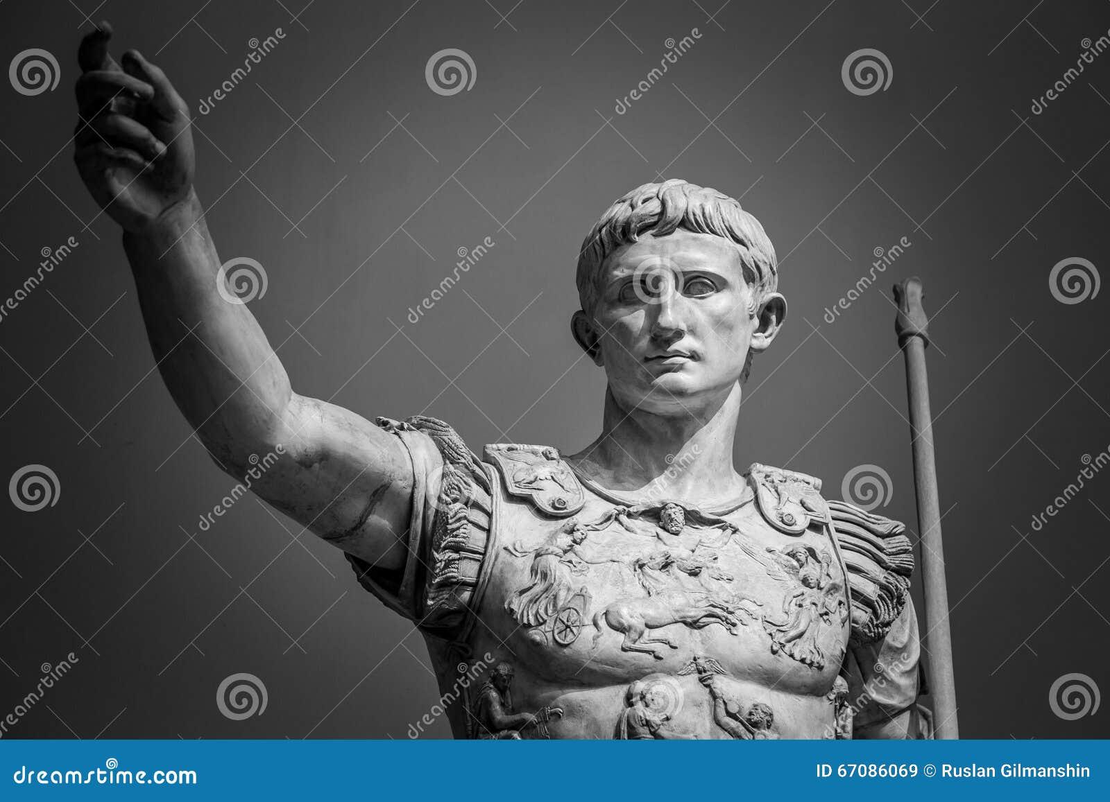 Estátua de Roman Emperor Augustus
