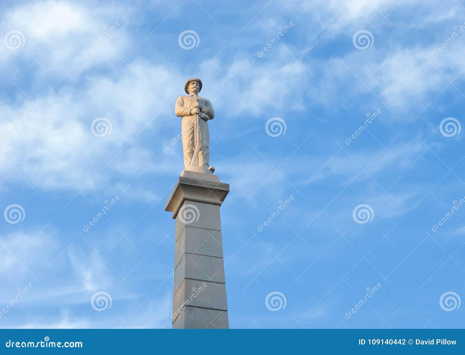 Estátua de um soldado confederado, o memorial de guerra confederado em Dallas, Texas