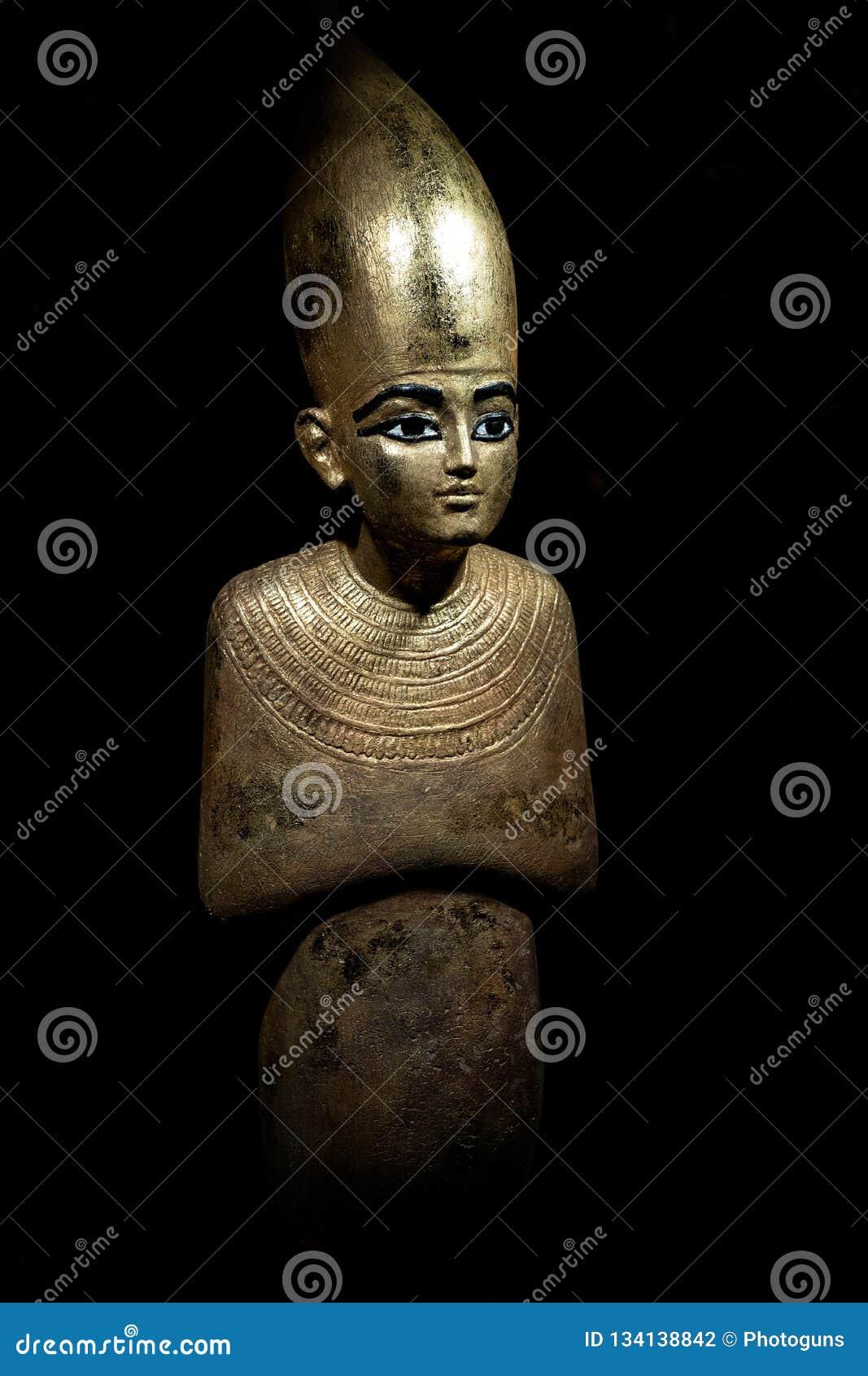 Estátua do deus Osiris