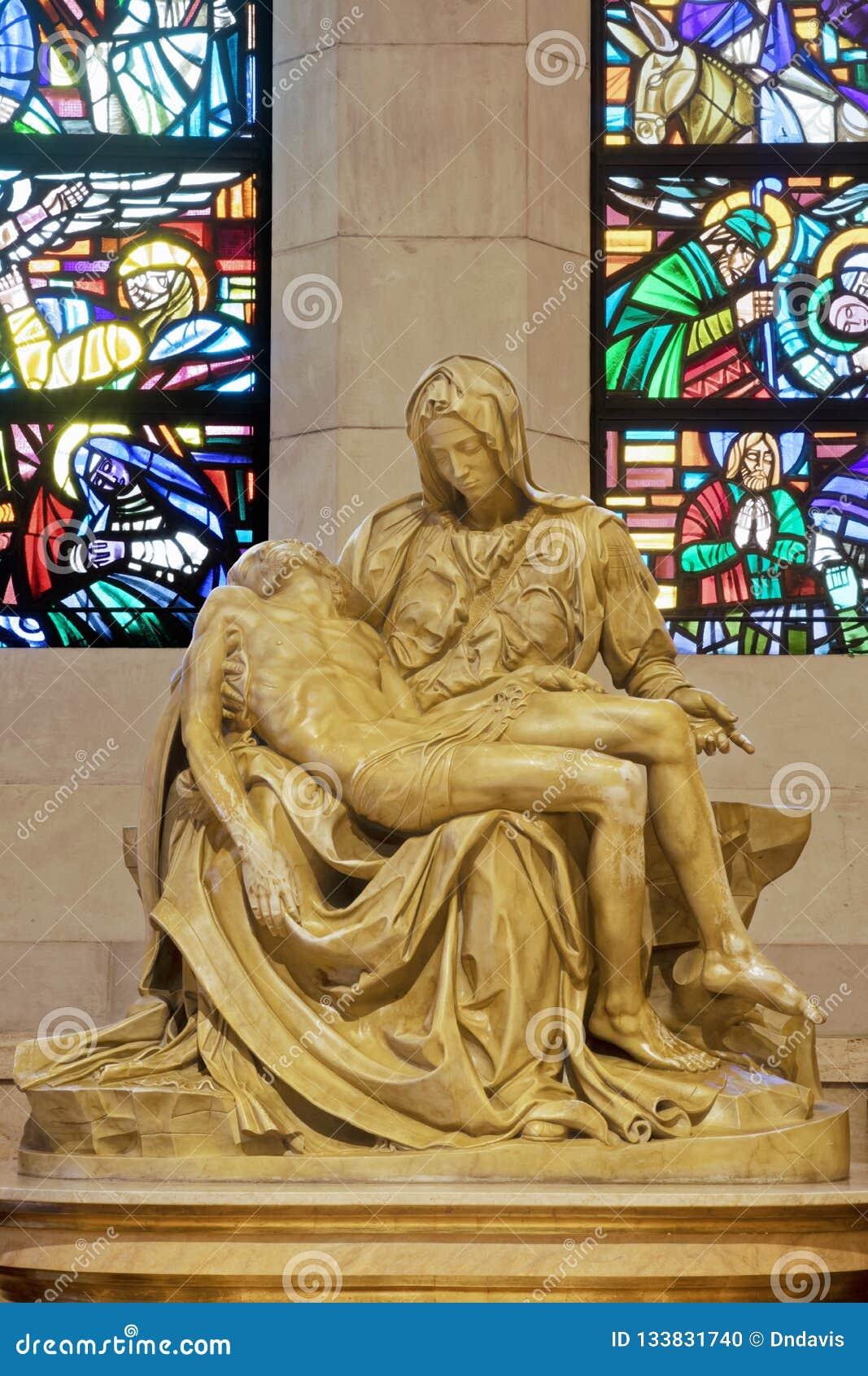 Estátua do Pieta dentro da catedral de Manila, Manila do La, Philippi