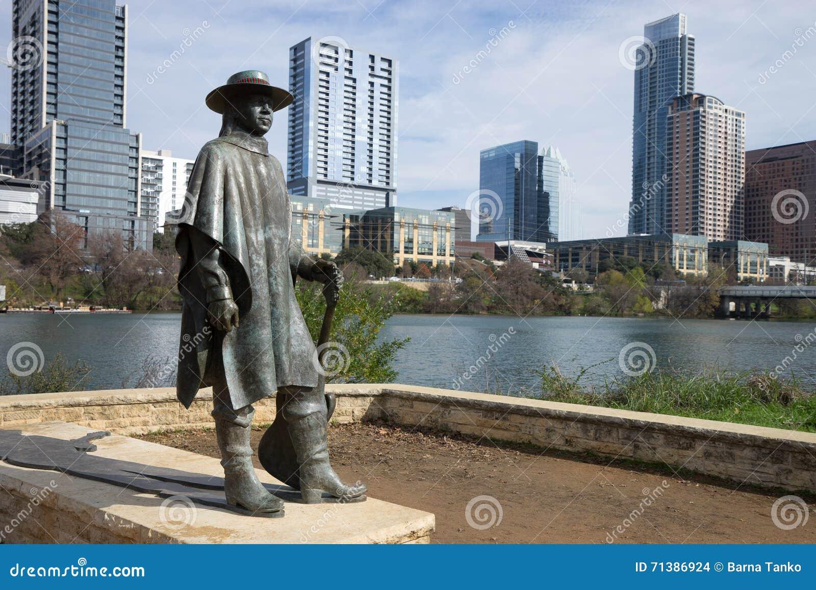 A estátua do raio vaughan do stevie em austin texas