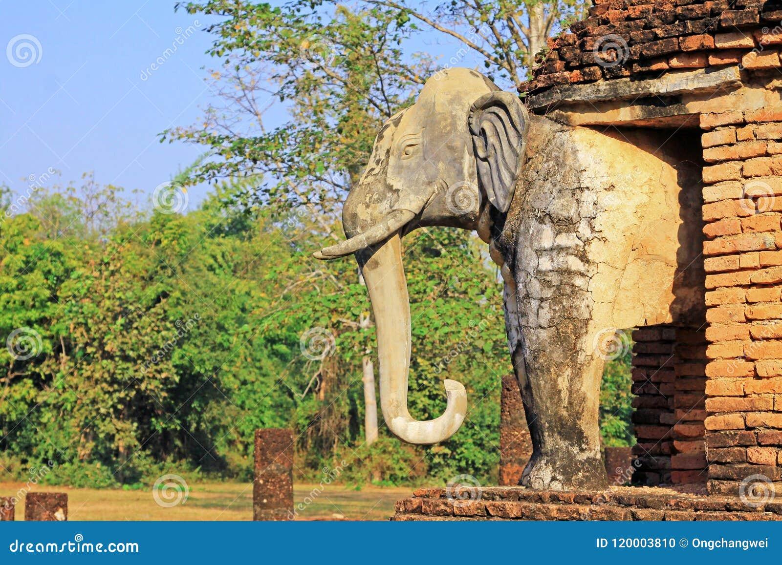 Estátua dos elefantes em Wat Chang Lom, Sukhothai, Tailândia