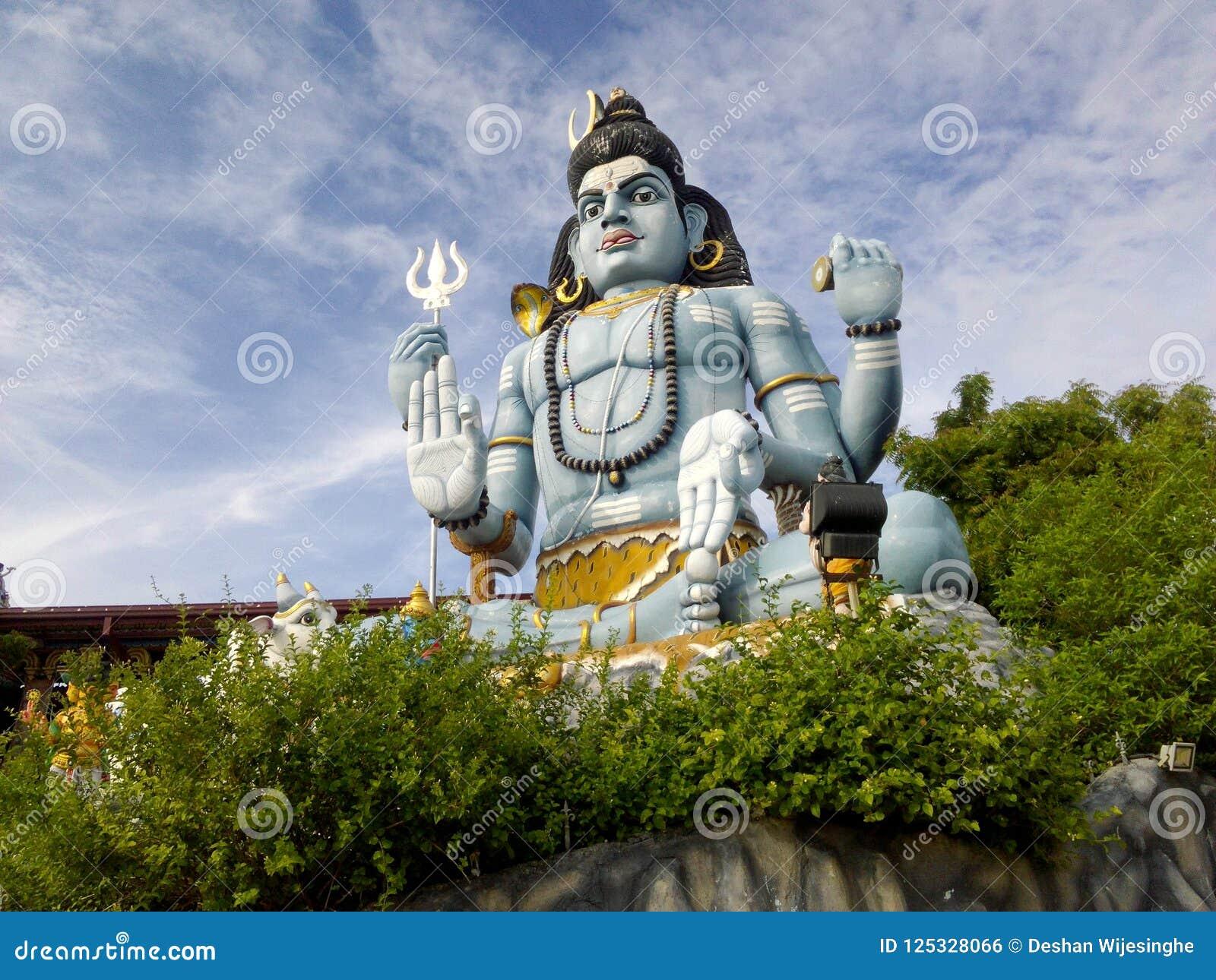 Estátua enorme do deus situada em Trincomale Sri Lanka