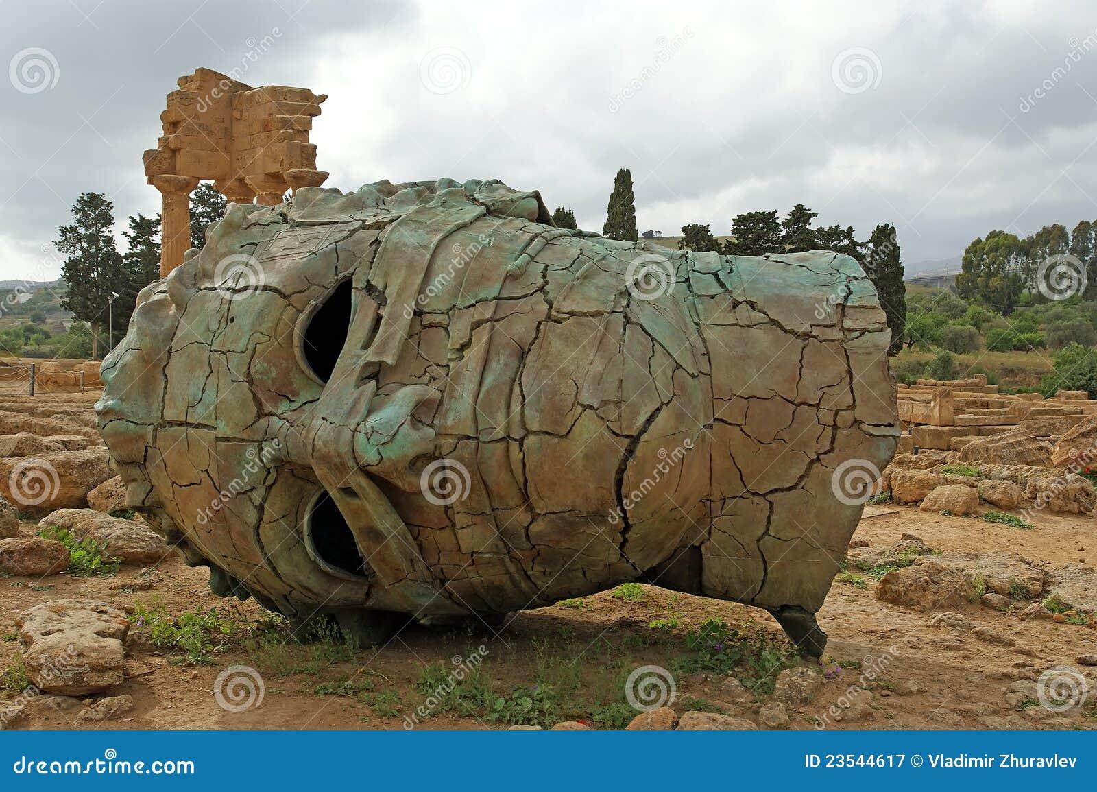 A estátua na área archeological de Agrigento