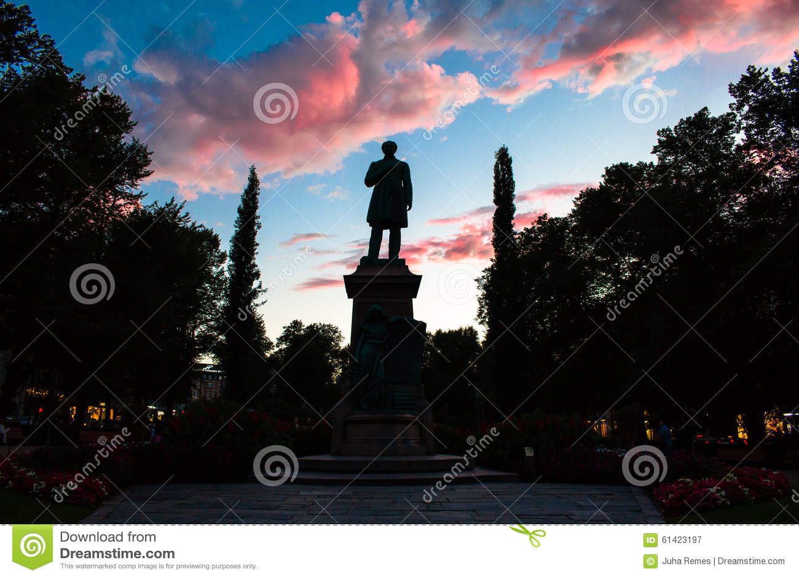 Estátua no crepúsculo