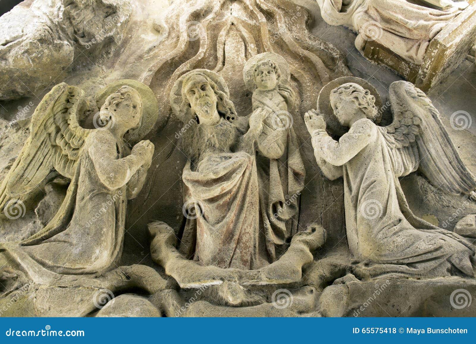 Estátua religiosa muito velha