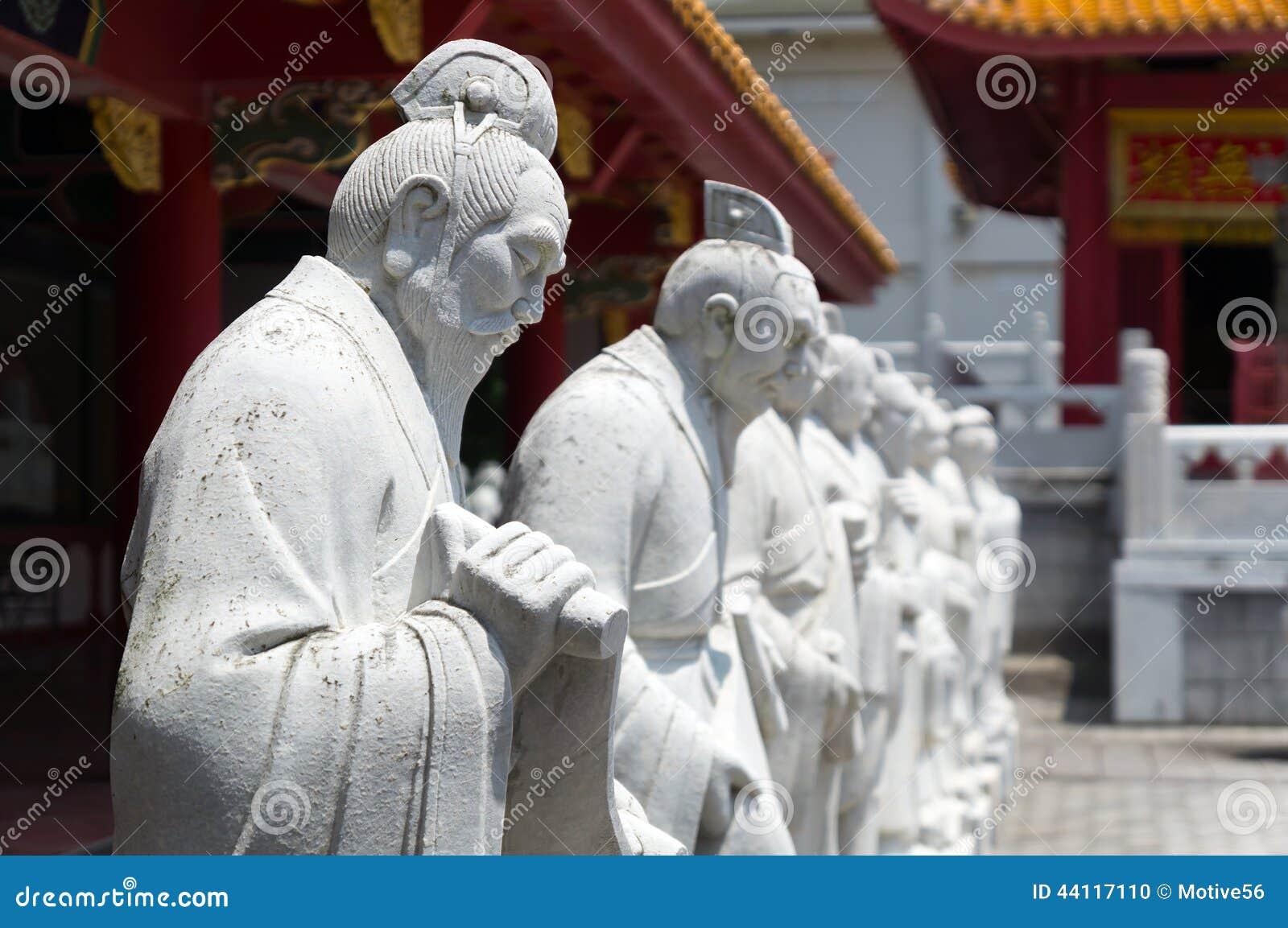 72 estátuas dos seguidores do templo confucionista em Nagasa
