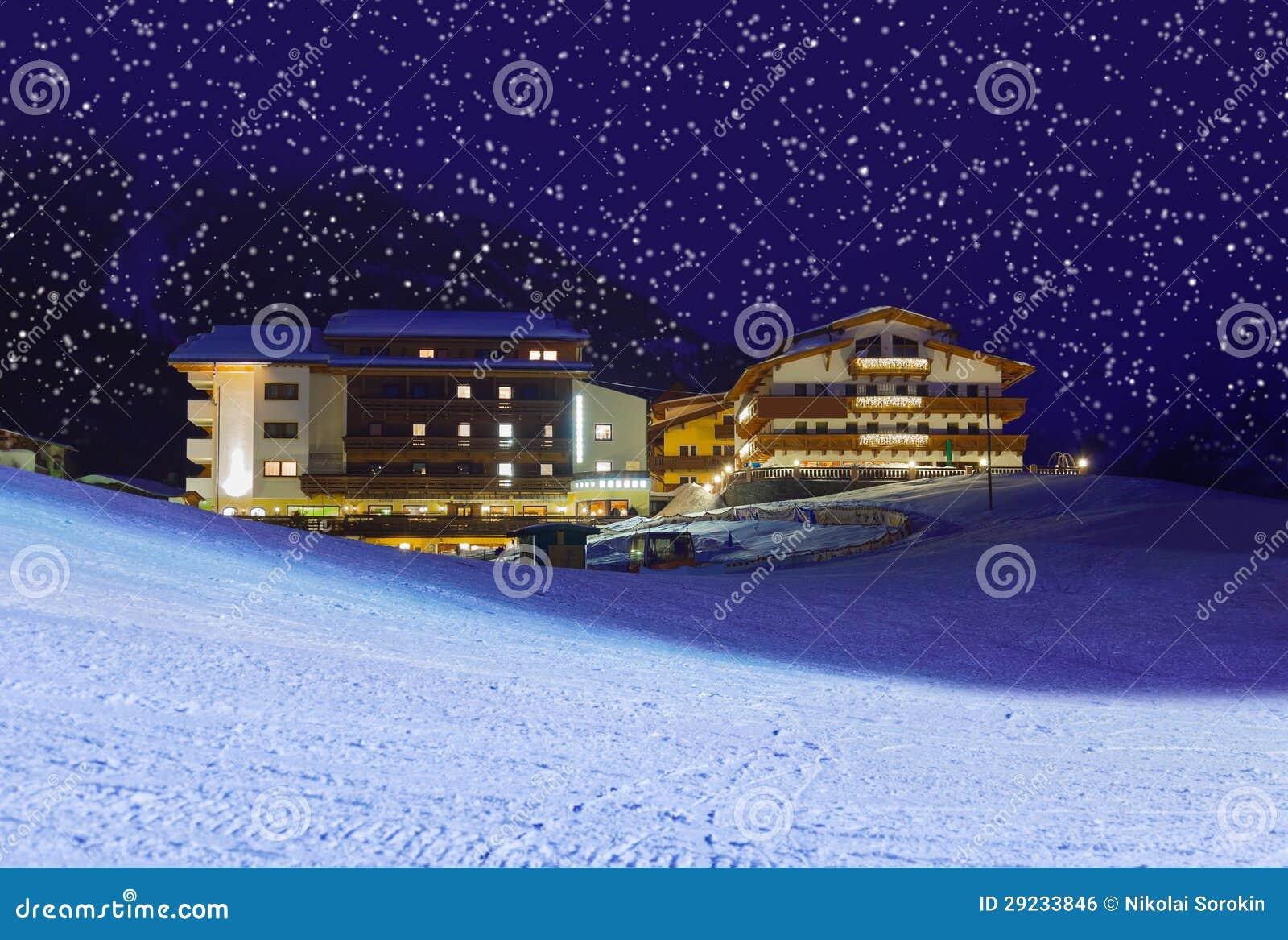 Download Estância De Esqui Solden Áustria Das Montanhas No Por Do Sol Foto de Stock - Imagem de arquitetura, fundo: 29233846