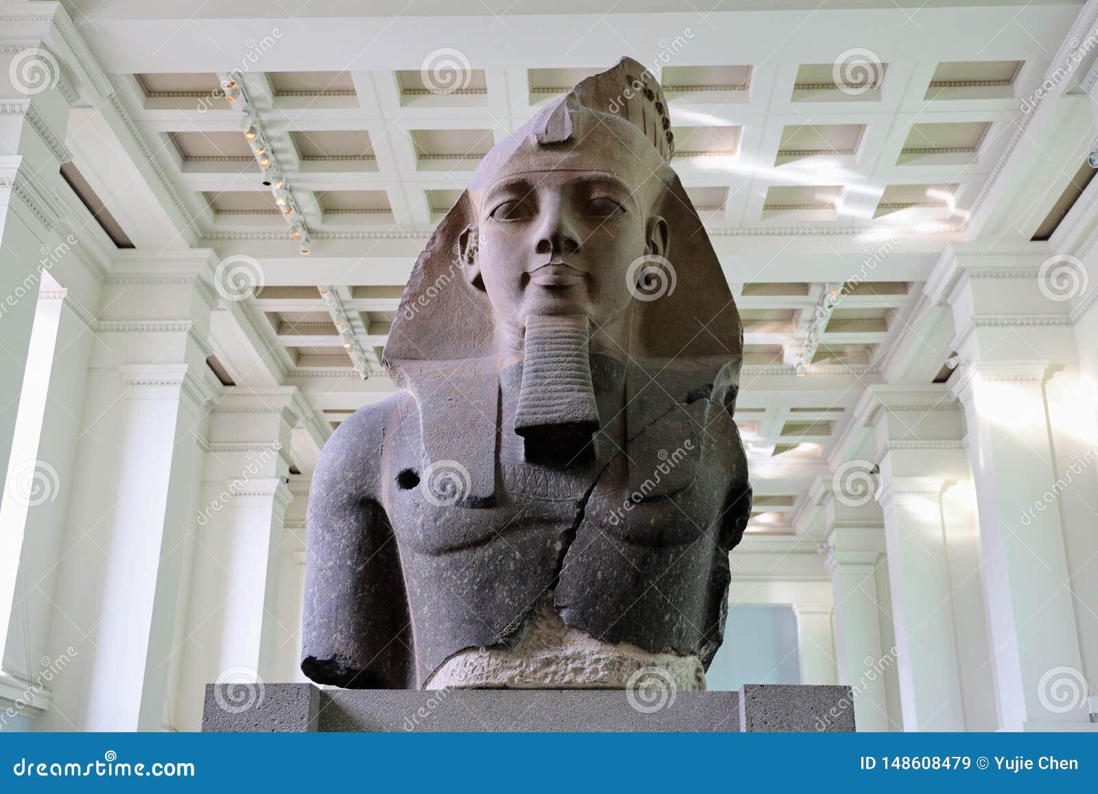 Est?tua de Ramesses II